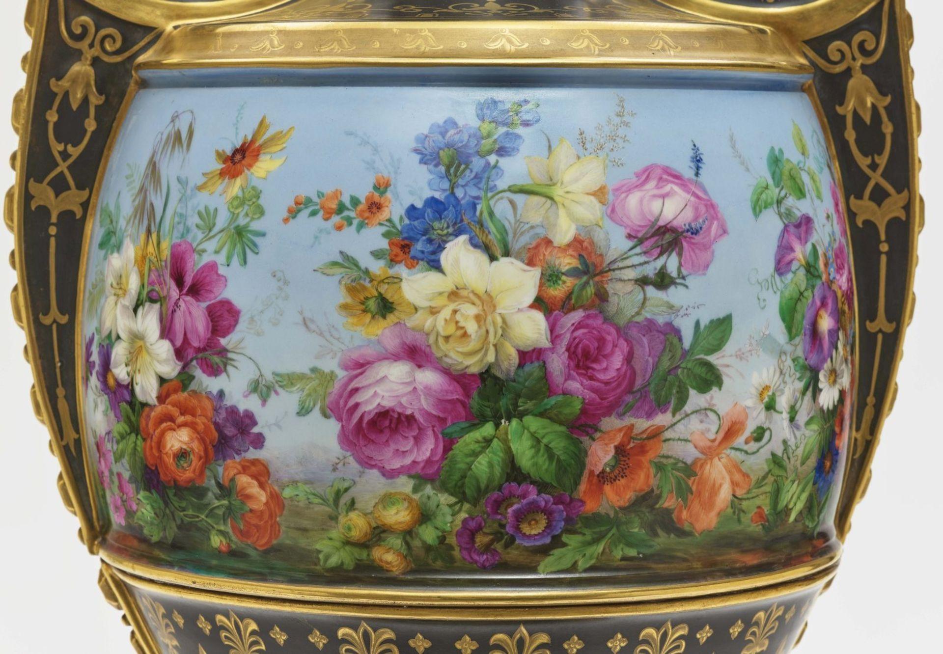 "Dreiteiliger ""Persischer"" Vasensatz mit ""fleurs en terrasse""-Dekor - Image 15 of 15"