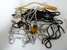 Vintage costume jewellery - varius items of diamante and old paste set items, including a