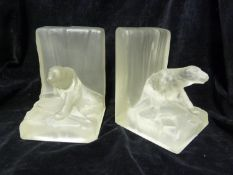 Hale Thompson - a pair of frosted glass book-ends, in the form of Polar bears on icebergs, 15.8 cm