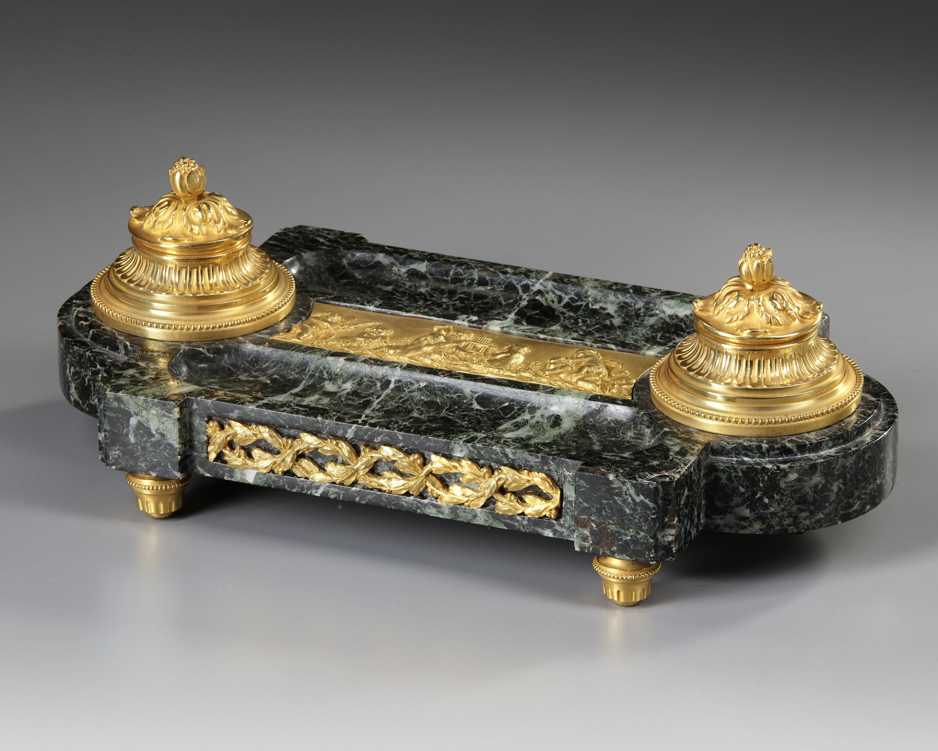 AN 'EMPIRE STYLE' INKWELL IN GILT BRONZE, 19TH CENTURY - Image 3 of 3
