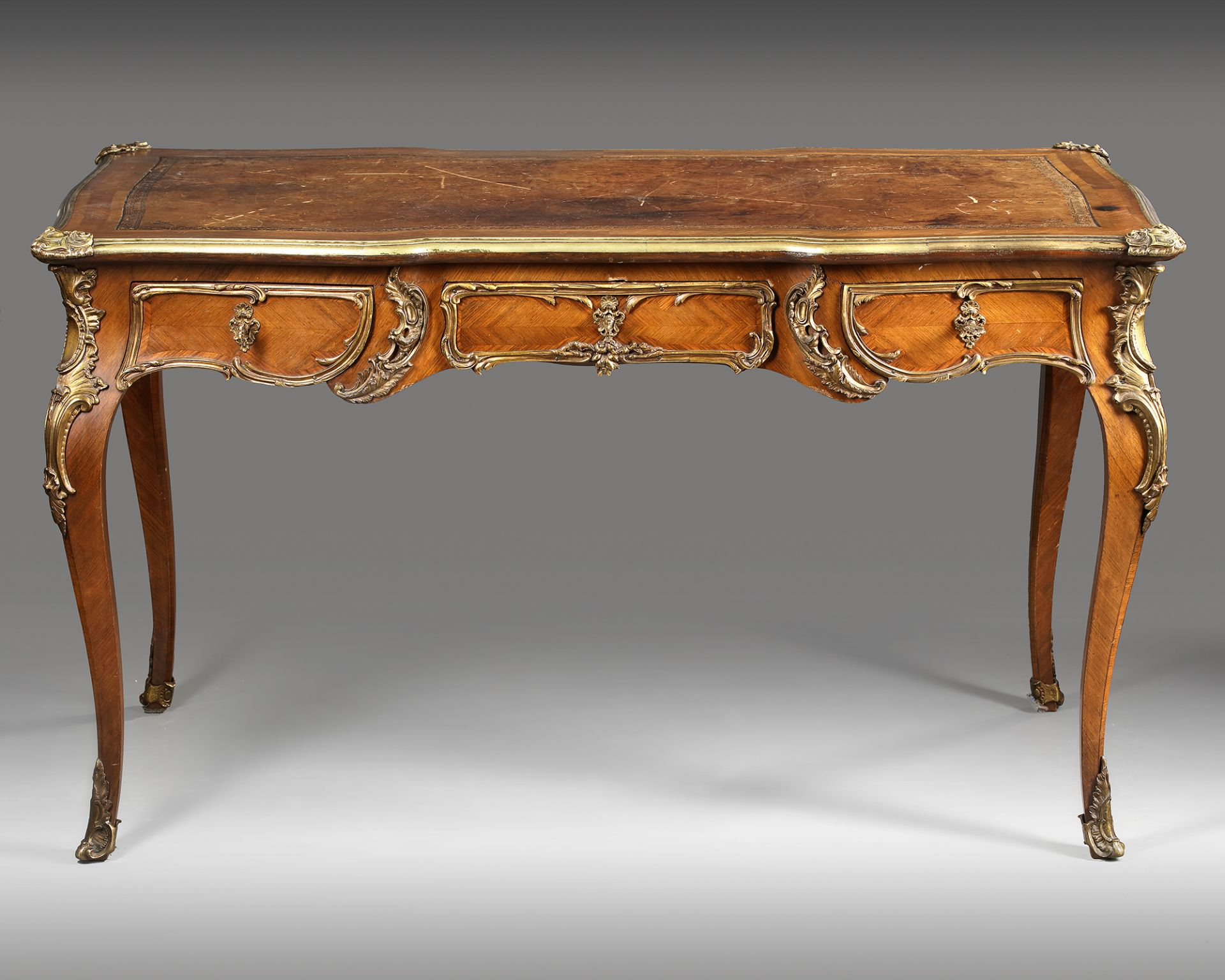 A FRENCH LOUIS XV DESK, 19TH CENTURY - Image 2 of 5