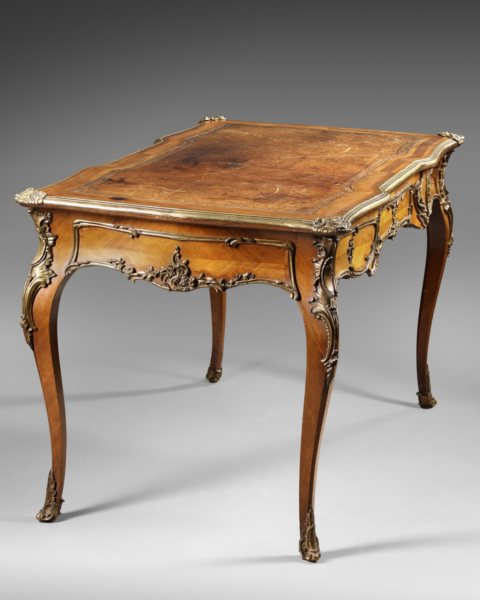 A FRENCH LOUIS XV DESK, 19TH CENTURY - Image 4 of 5