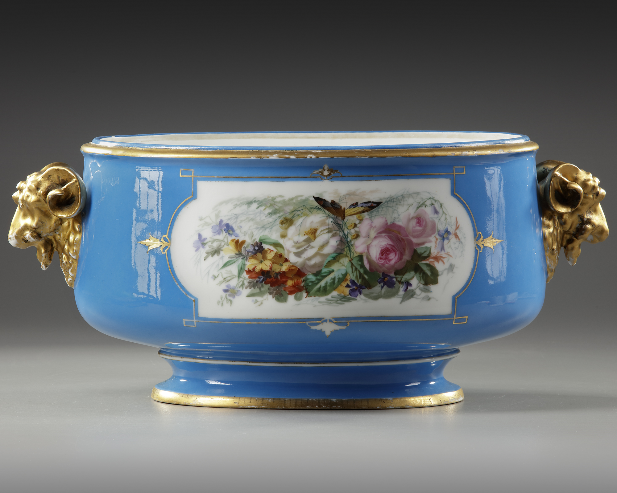 A FRENCH SEVRES PORCELAIN CUP, LATE 19TH CENTURY - Image 2 of 5
