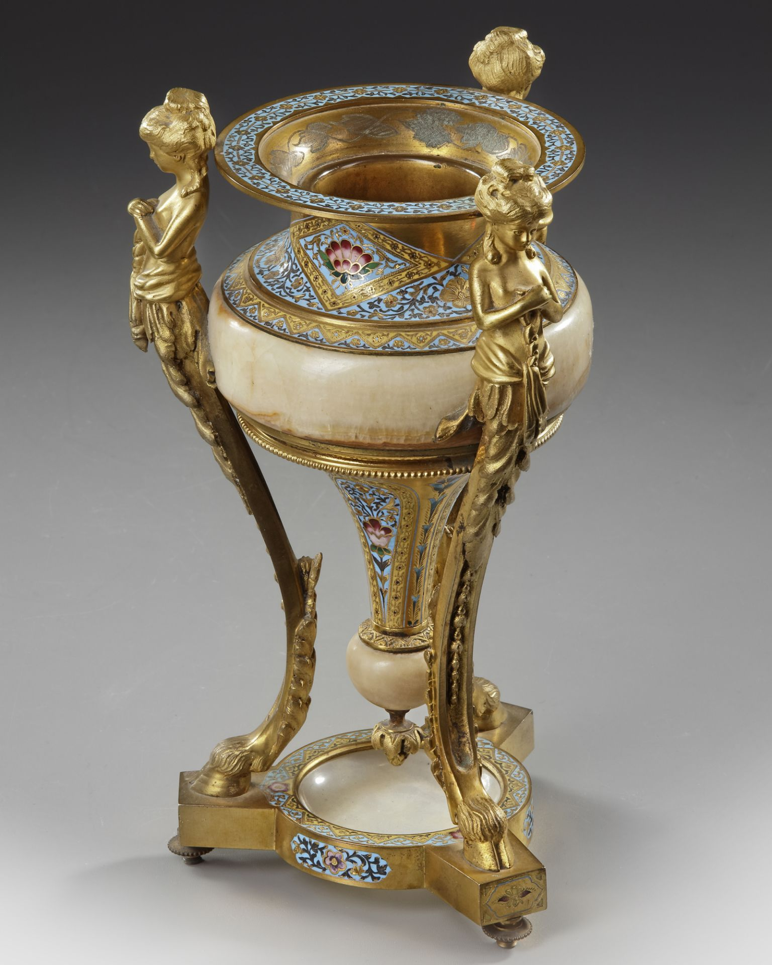 A BRONZE STANDING CUP, 19TH CENTURY - Image 3 of 3