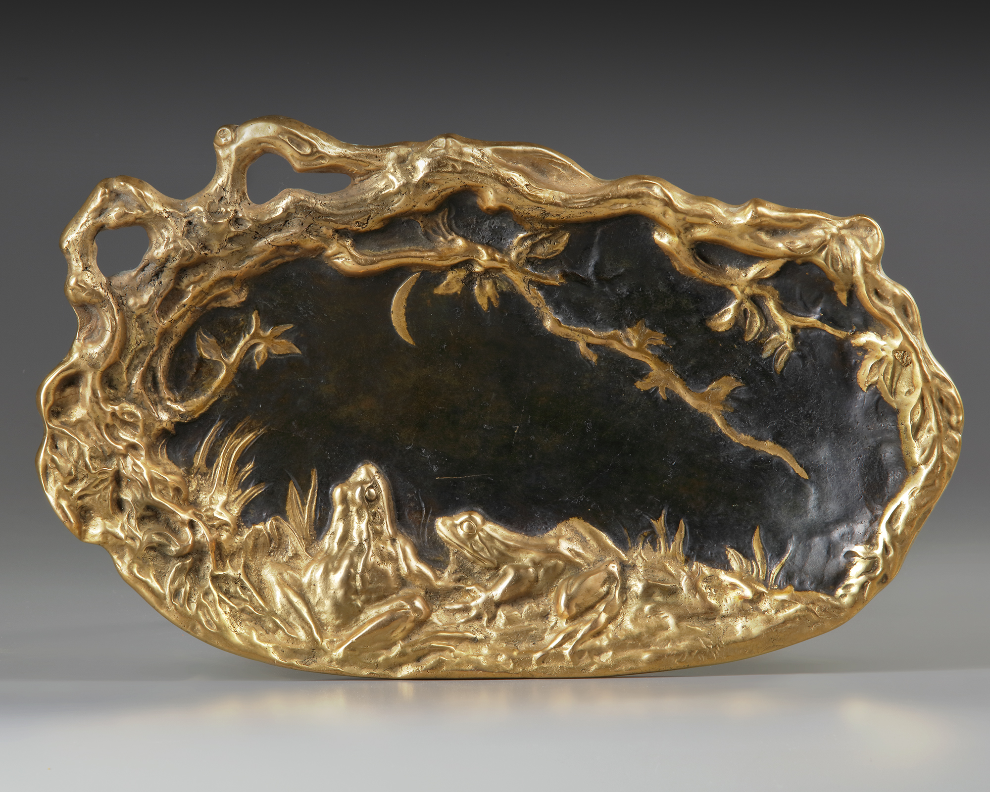 A FRENCH GILT AND BROWN PATINATED PLATE, LATE 19TH CENTURY