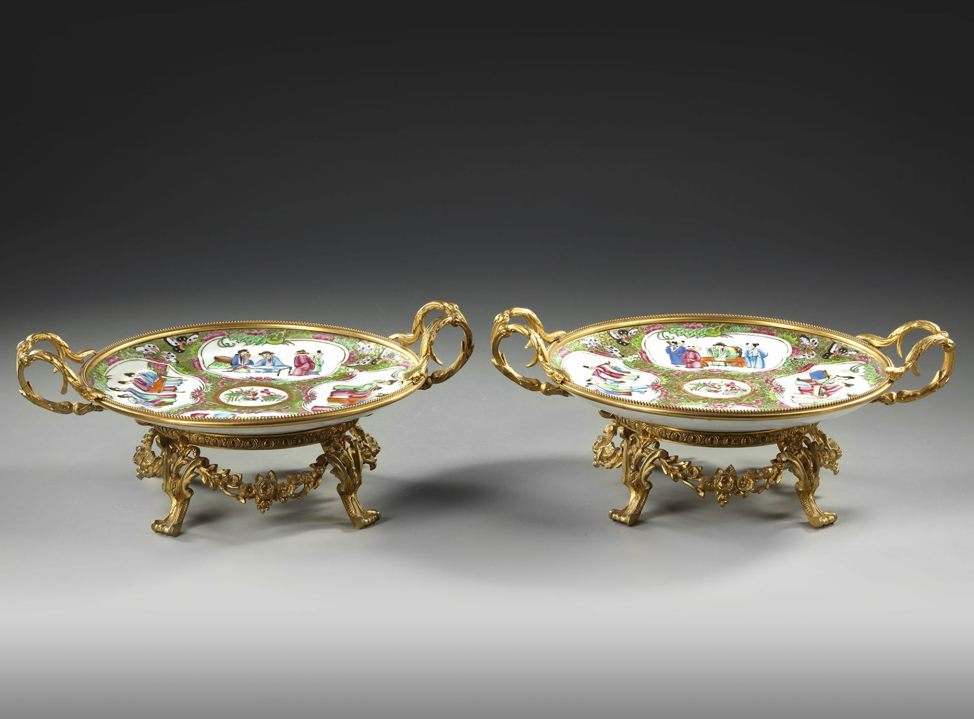 A PAIR OF CANTONESE PLATES, 20TH CENTURY