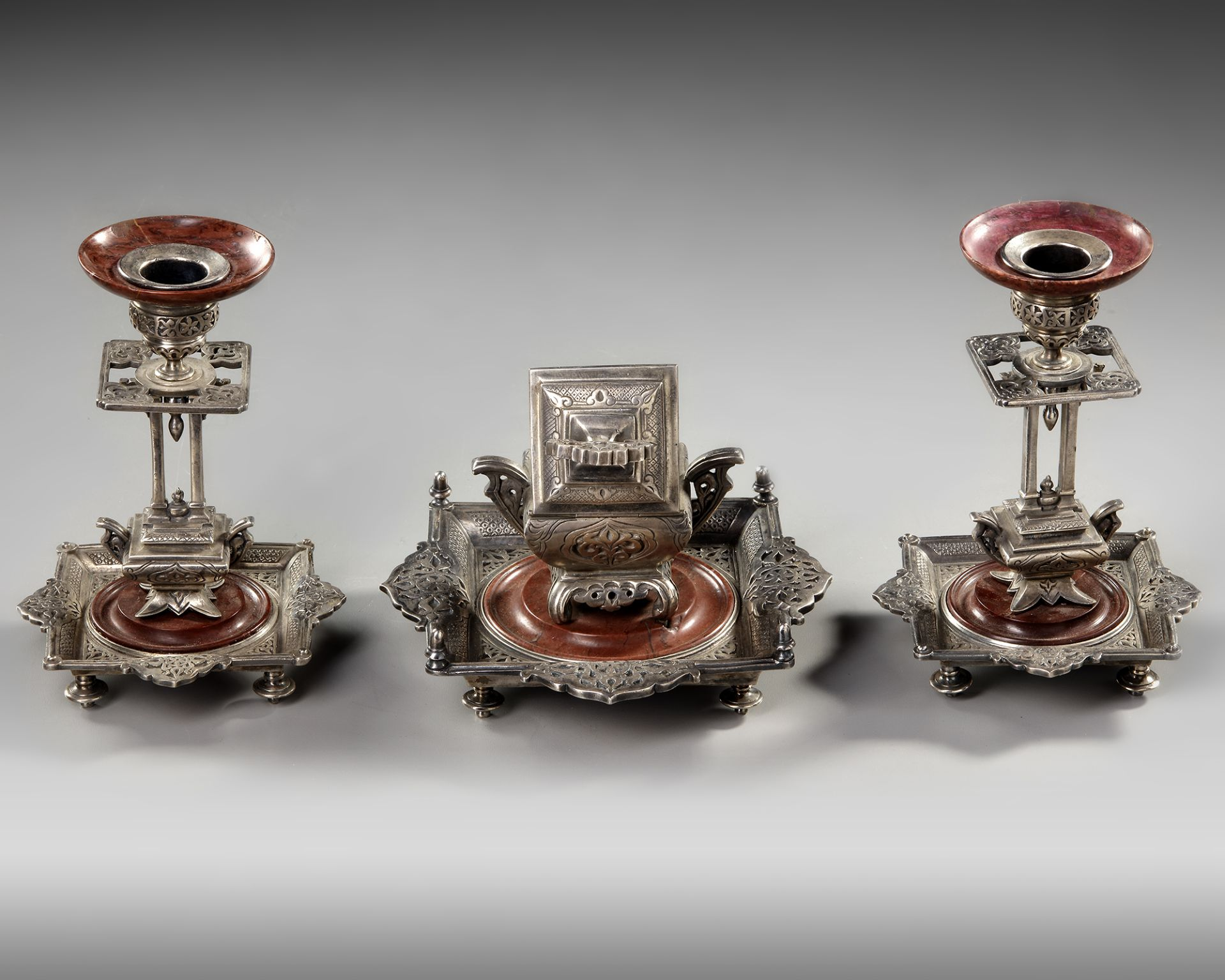 AN ORIENTAL INKWELL SET, 19TH CENTURY - Image 3 of 4