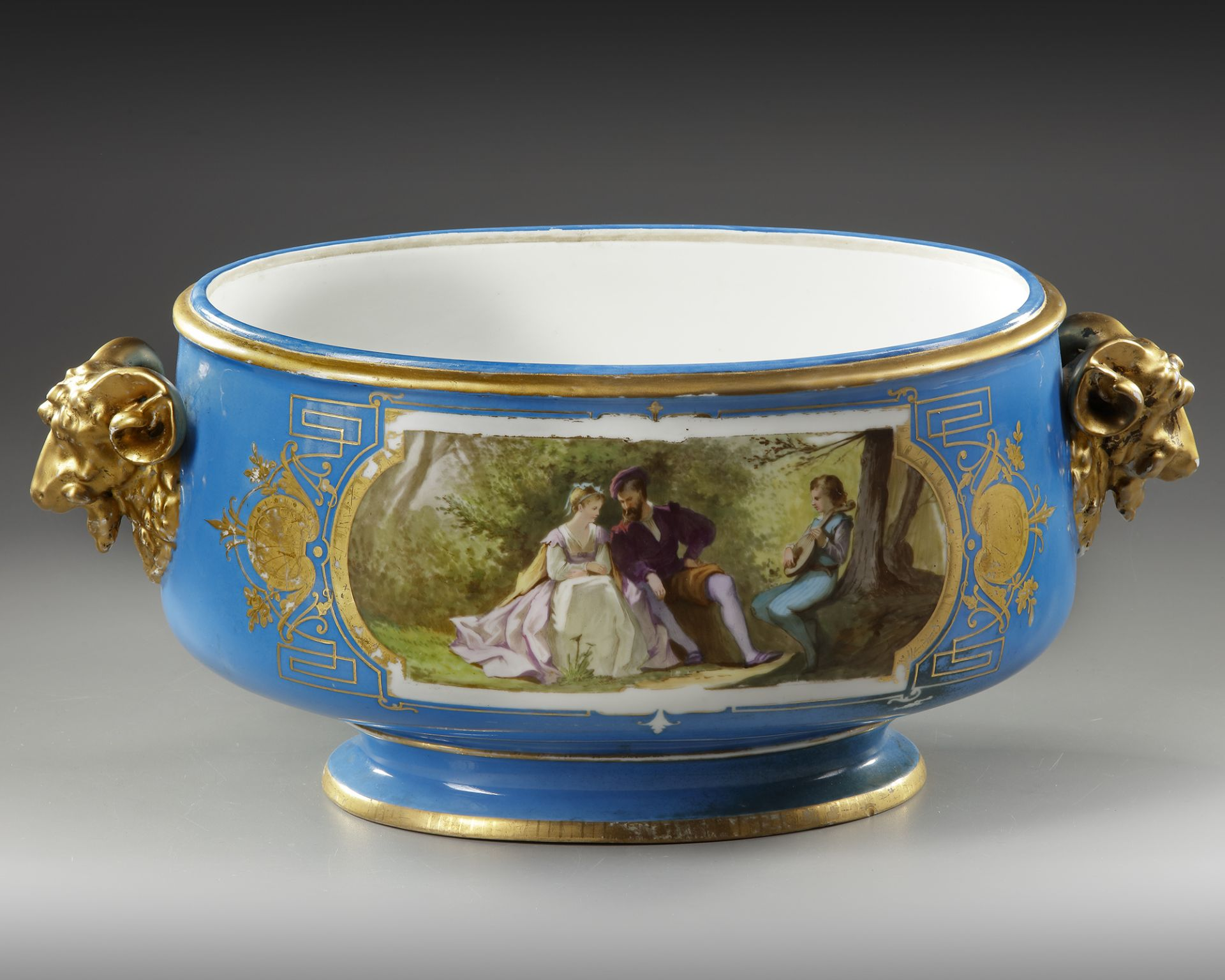 A FRENCH SEVRES PORCELAIN CUP, LATE 19TH CENTURY - Image 3 of 5