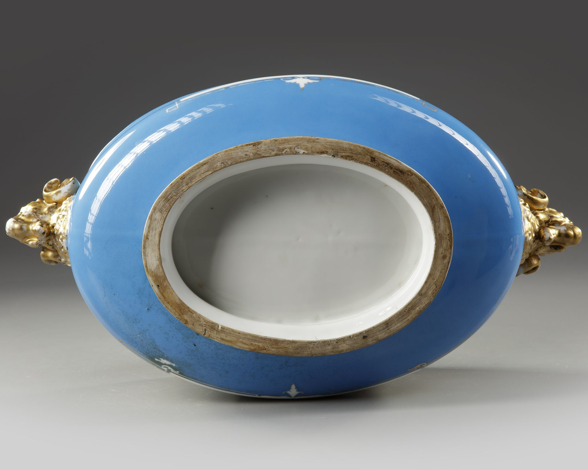A FRENCH SEVRES PORCELAIN CUP, LATE 19TH CENTURY - Image 5 of 5
