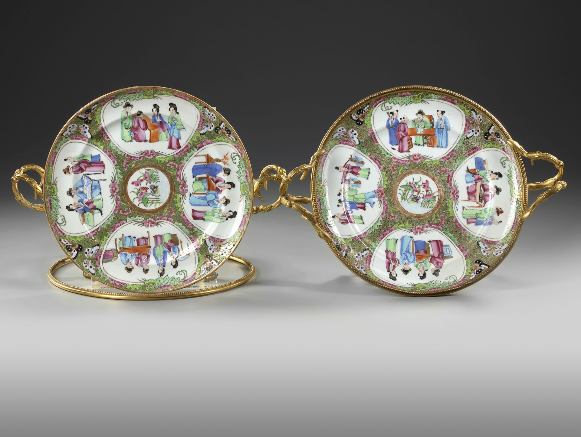 A PAIR OF CANTONESE PLATES, 20TH CENTURY - Image 2 of 4
