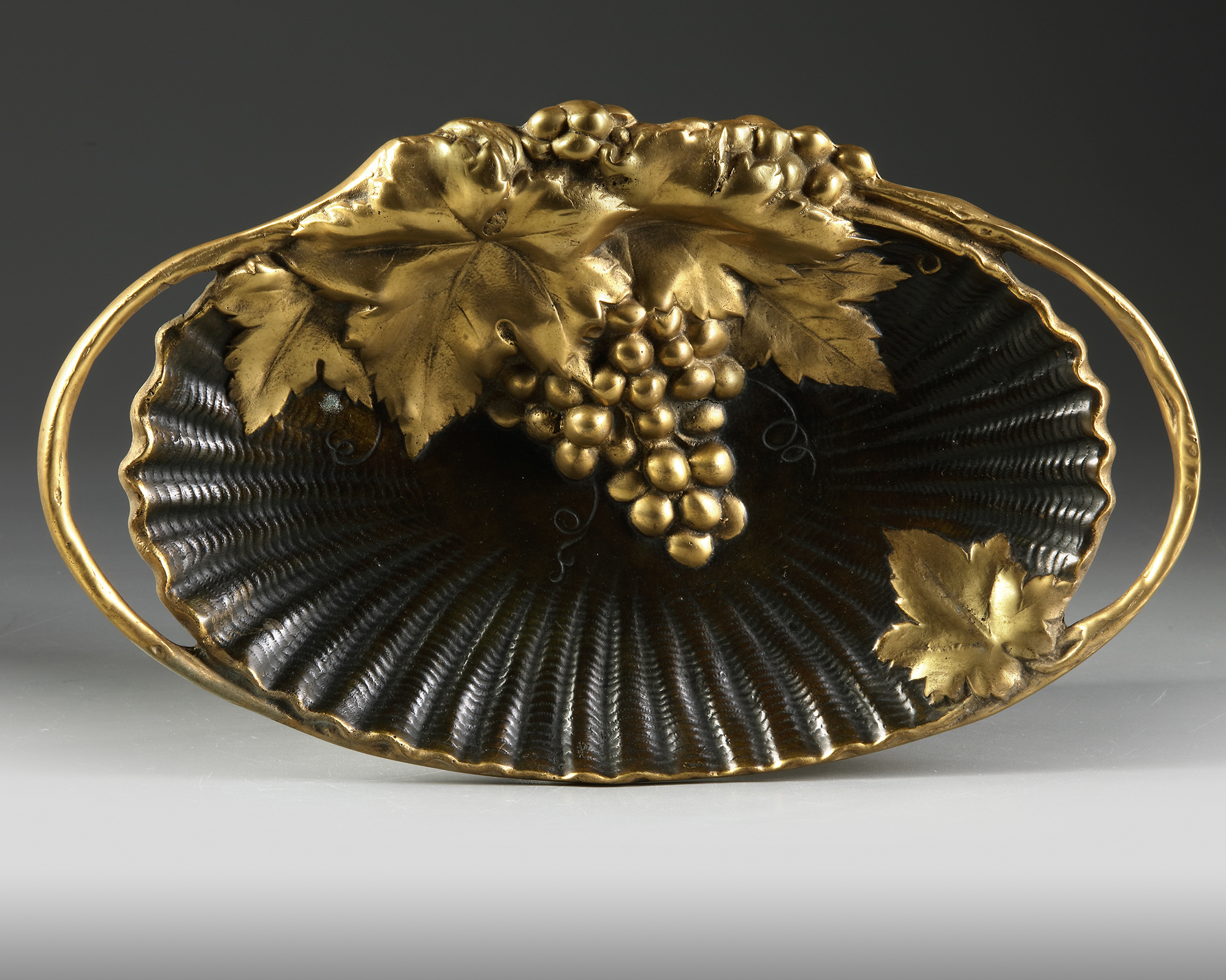 A FRENCH GILT BRONZE 'VIDE POCHE', CIRCA 1900 - Image 2 of 3