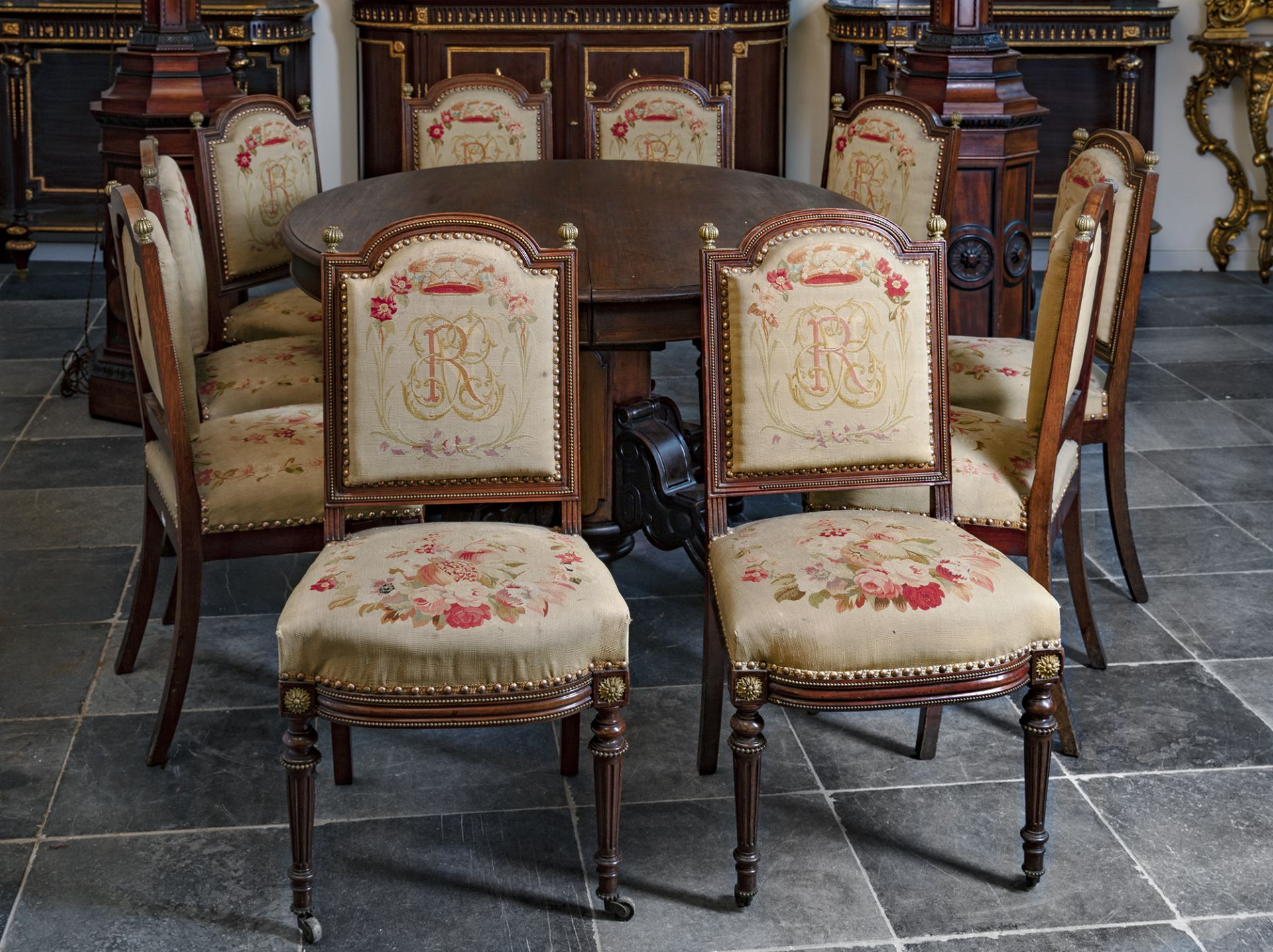 A FRENCH MAHOGANY DINING ROOM SET, 19TH CENTURY - Image 3 of 8