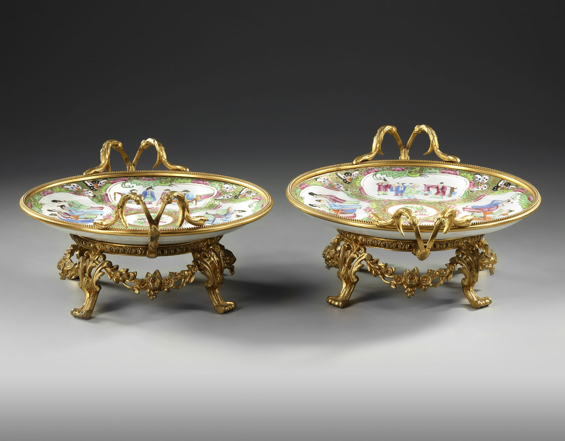 A PAIR OF CANTONESE PLATES, 20TH CENTURY - Image 3 of 4