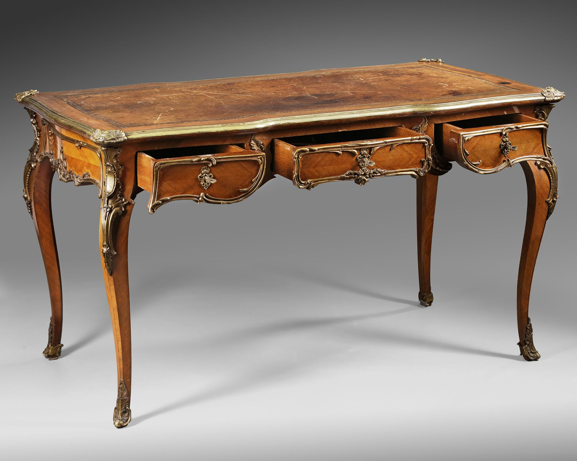 A FRENCH LOUIS XV DESK, 19TH CENTURY - Image 5 of 5