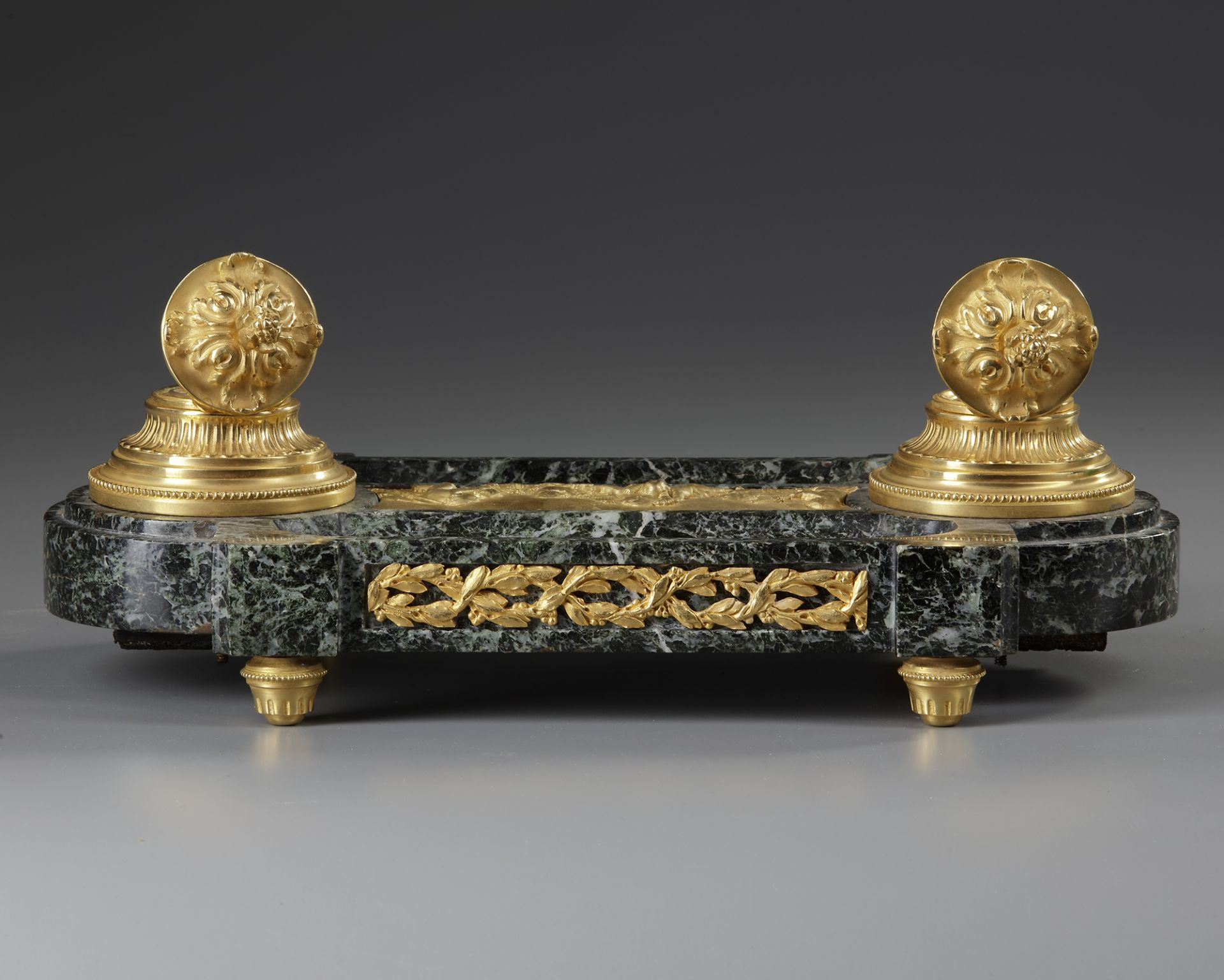 AN 'EMPIRE STYLE' INKWELL IN GILT BRONZE, 19TH CENTURY - Image 2 of 3