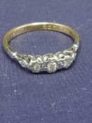 18ct gold 3 diamond stone ring. 2.5 grams..