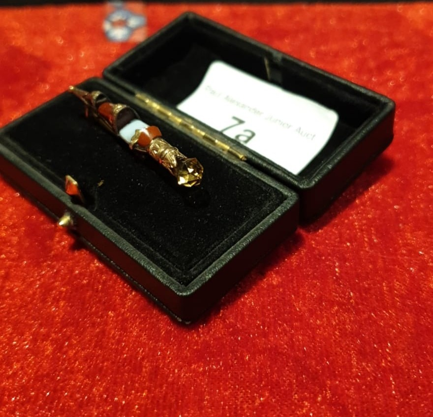 Absolutely Beautiful 9ct Gold Scottish Dirk Brooch with Smokey Quartz Finial top. - Image 2 of 3