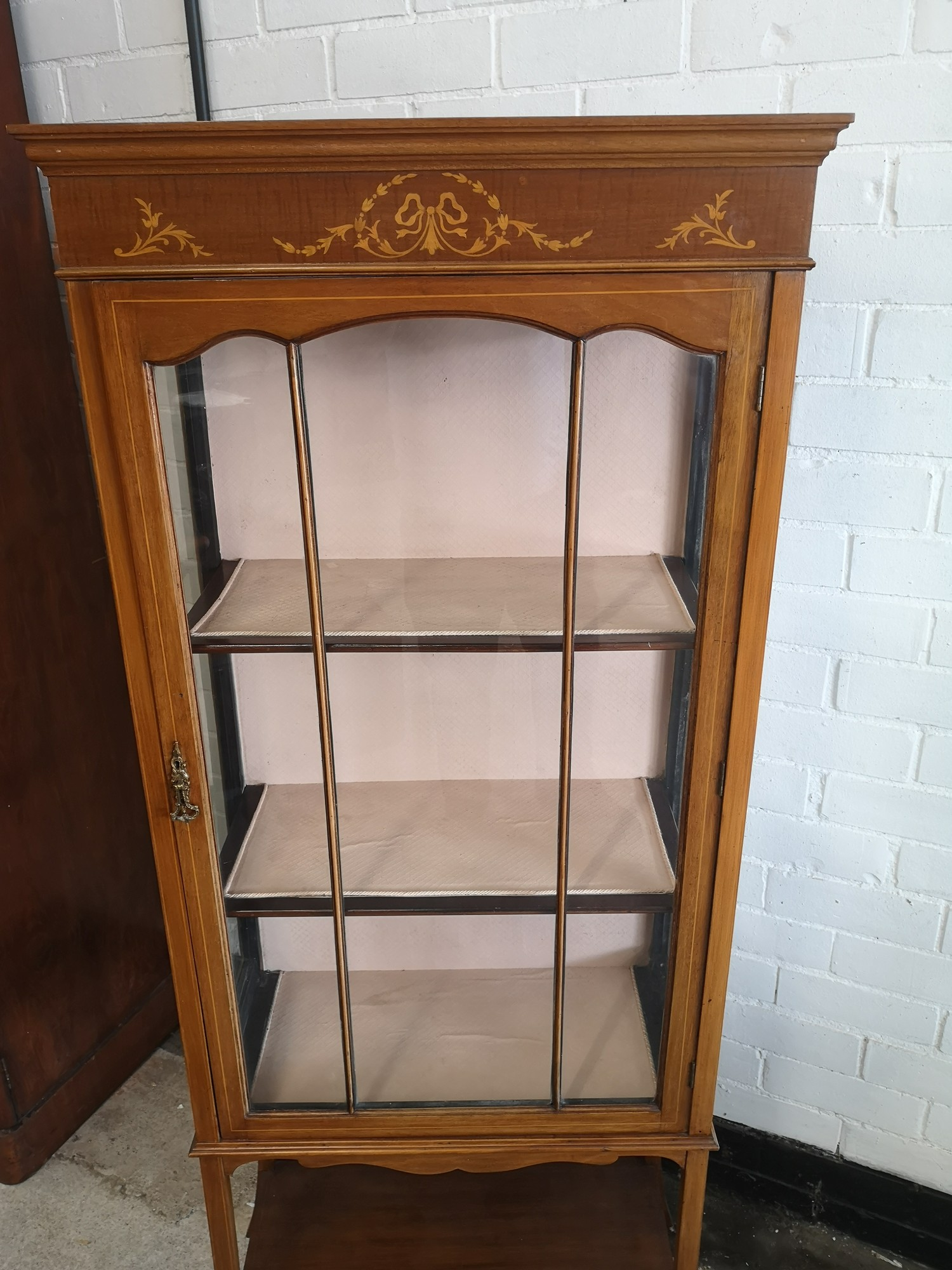 Beautiful Edwardian Inlaid 3 section display cabinet with inlays to top. - Image 3 of 4