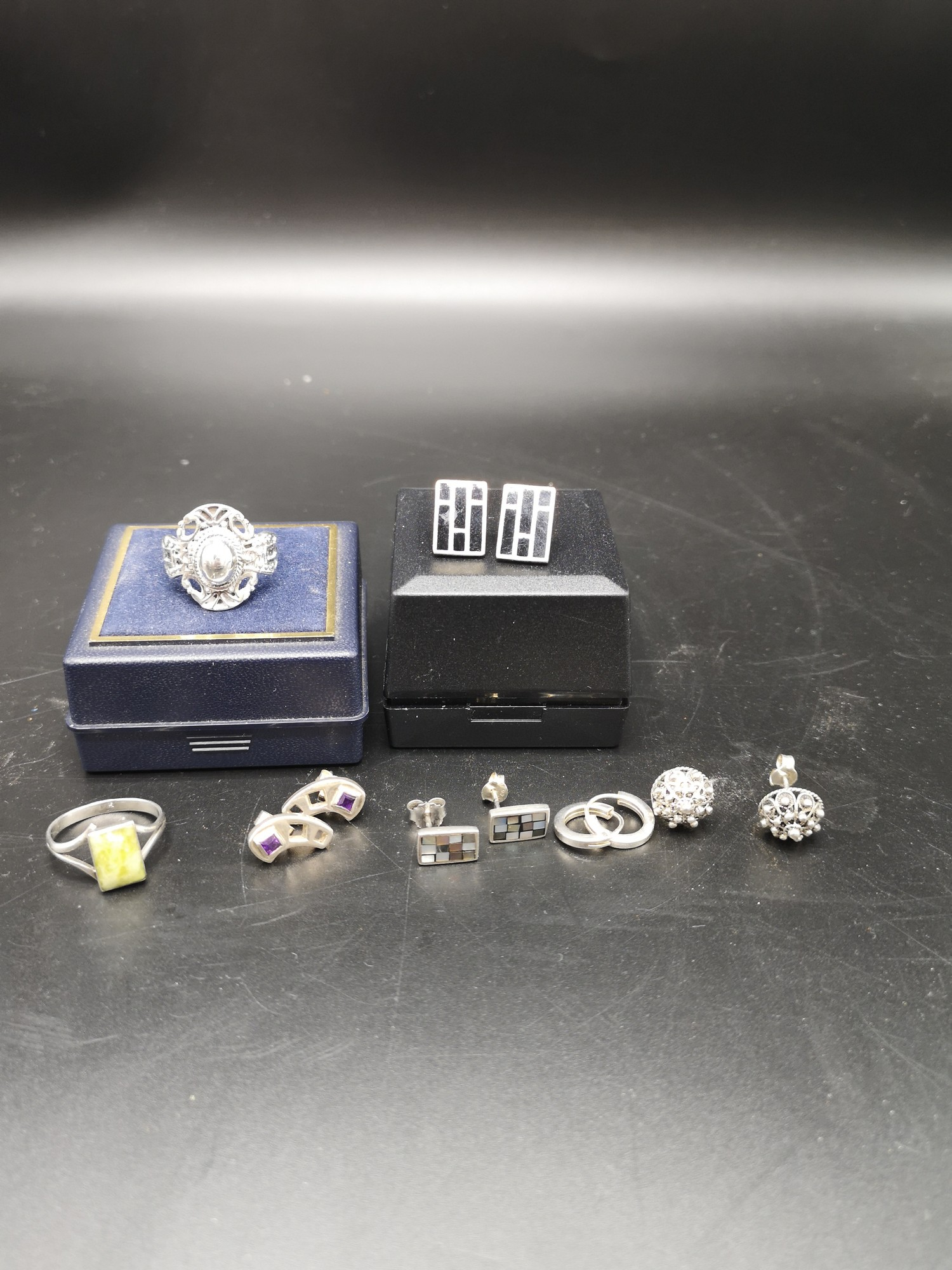 2 Silver ring together with 5 pairs of silver earrings.