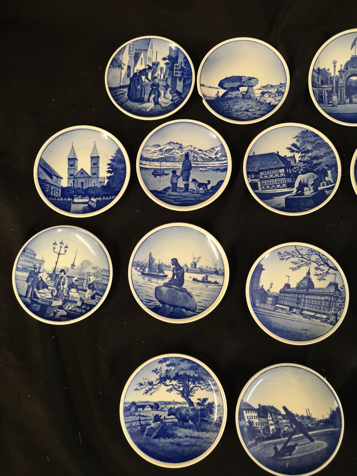 Collection of royal Copenhagen small mianiture plates. 1 af - Image 2 of 4