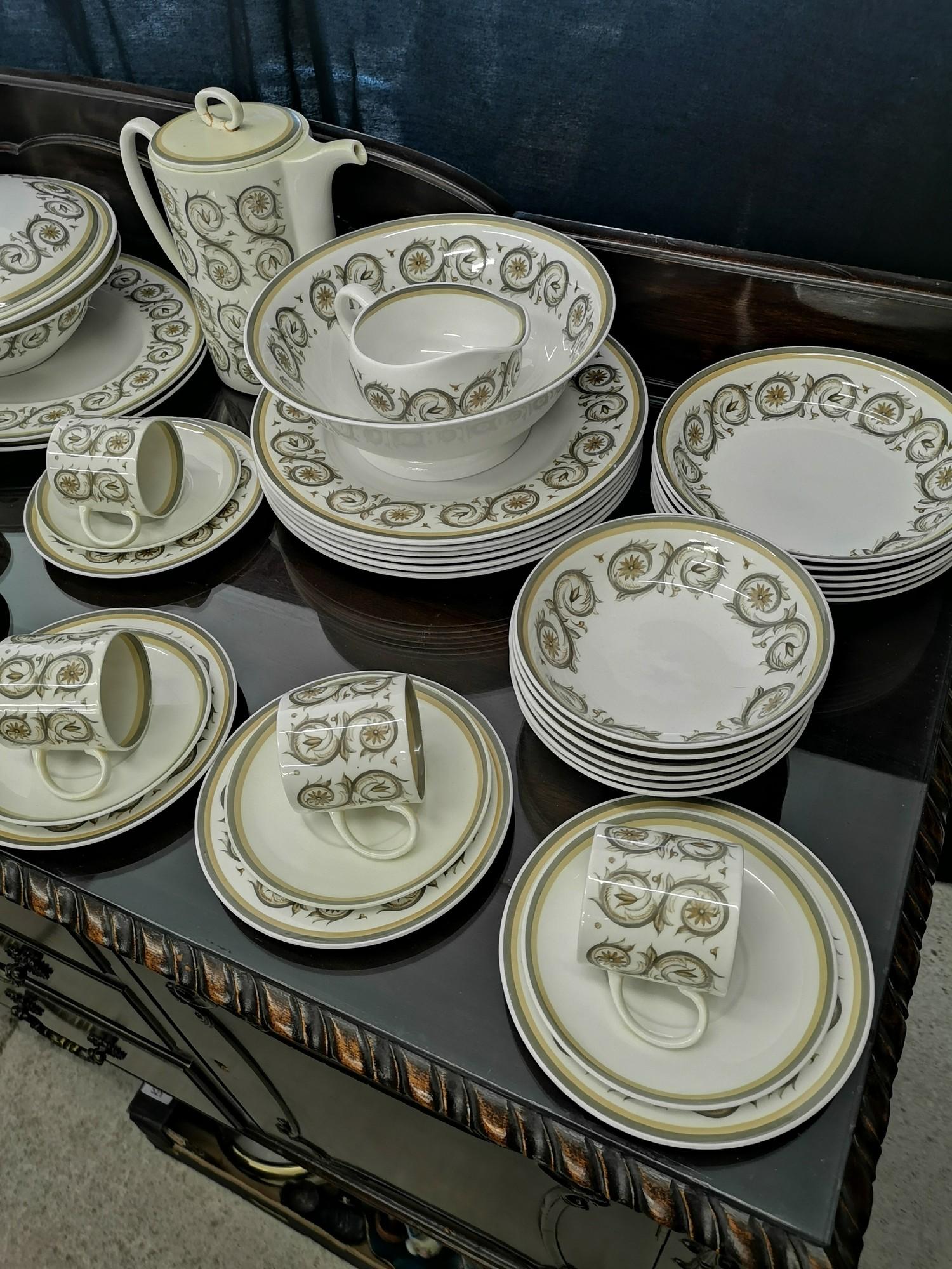 Large suzie Cooper retro venetia pattern tea & dinner service includes tureen tea pots etc. - Image 2 of 5