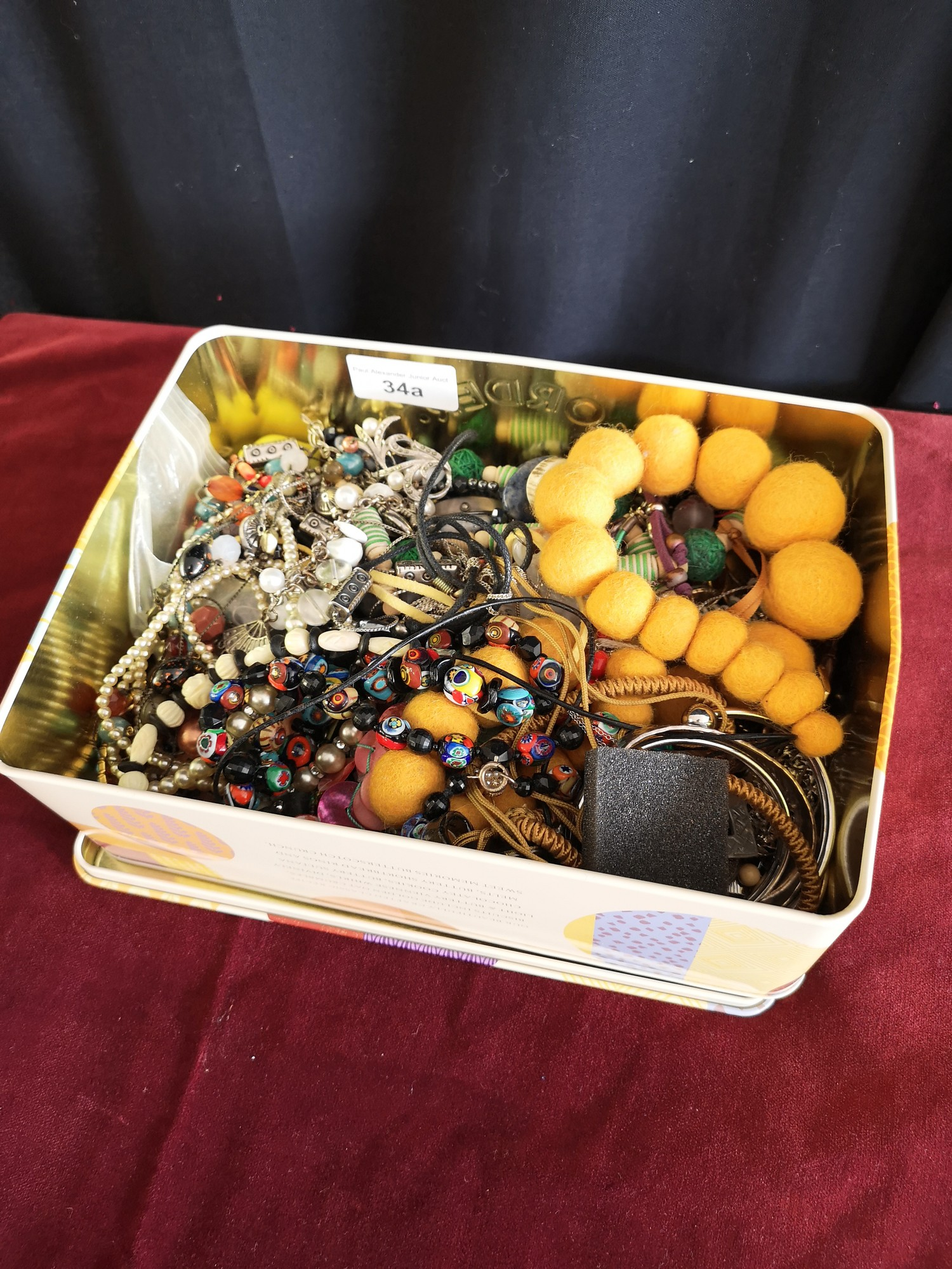 Box of costume jewellery.