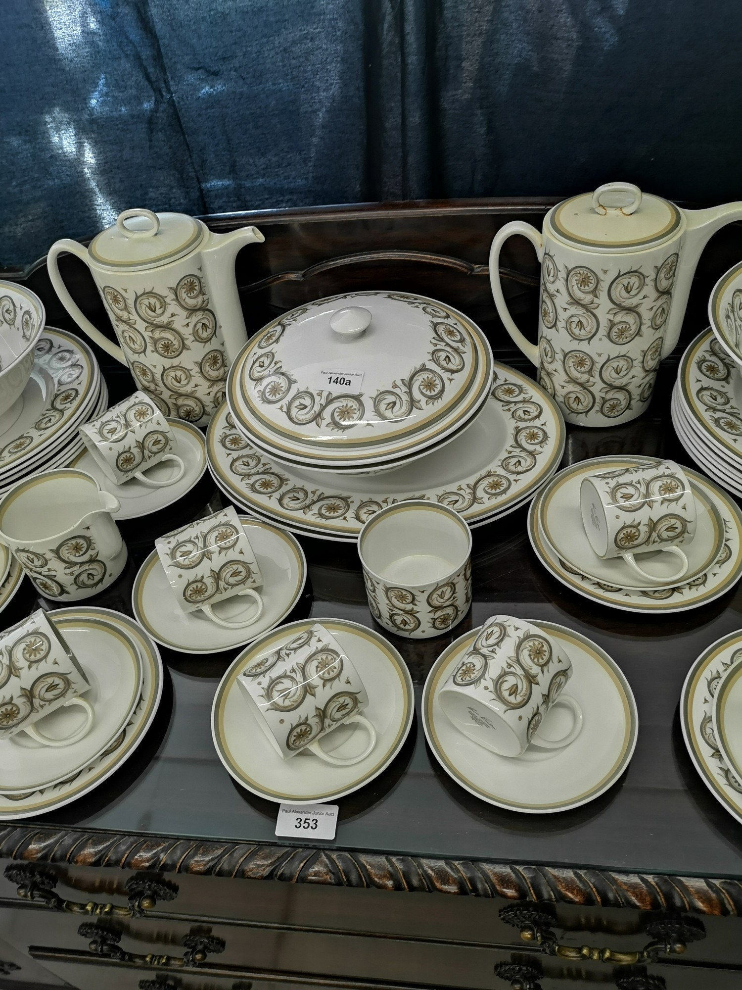 Large suzie Cooper retro venetia pattern tea & dinner service includes tureen tea pots etc. - Image 3 of 5
