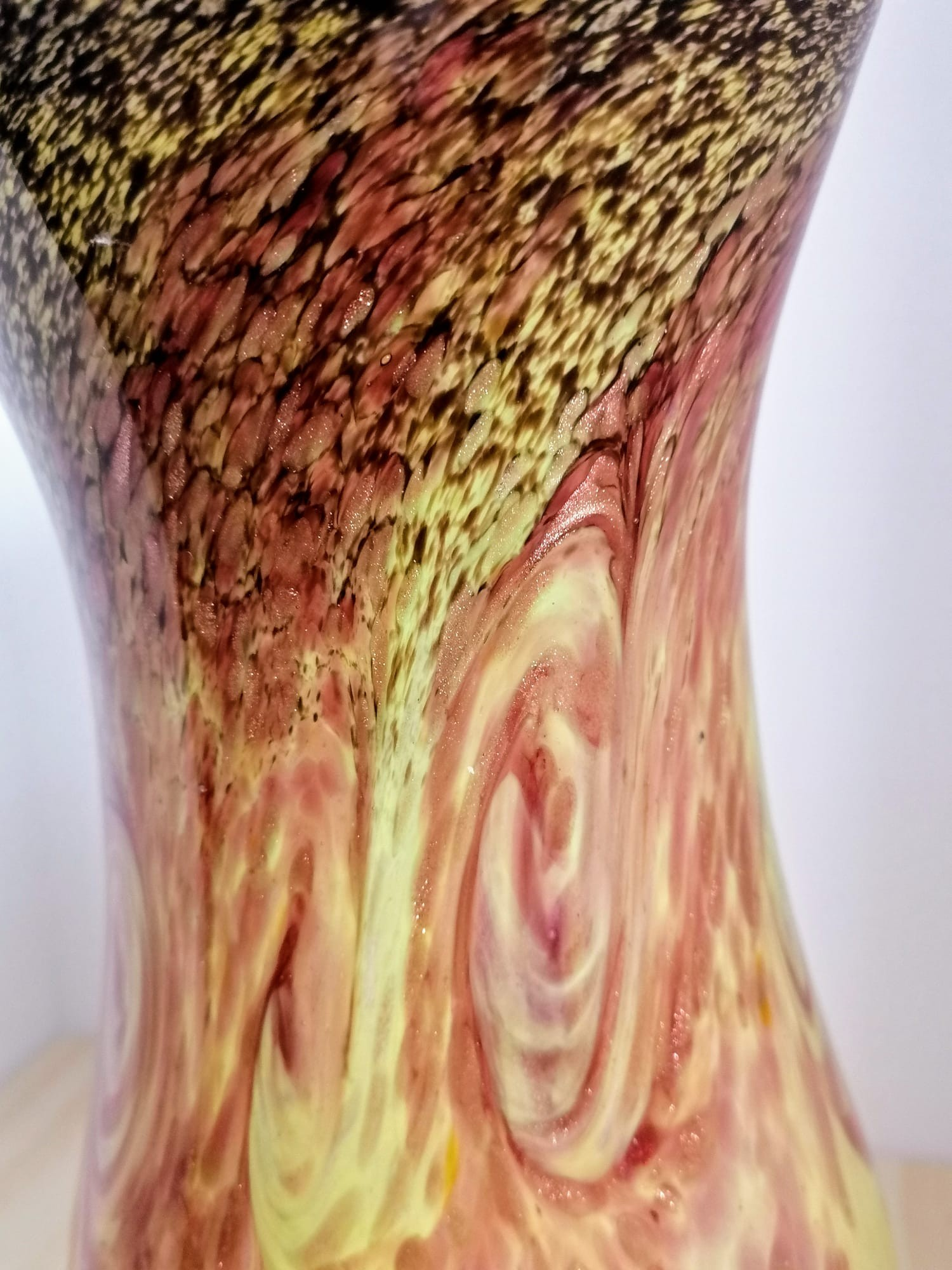 Large Strathearn scottish glass vase in beautiful colourations of yellow, red, brown with gold fleck - Image 2 of 2