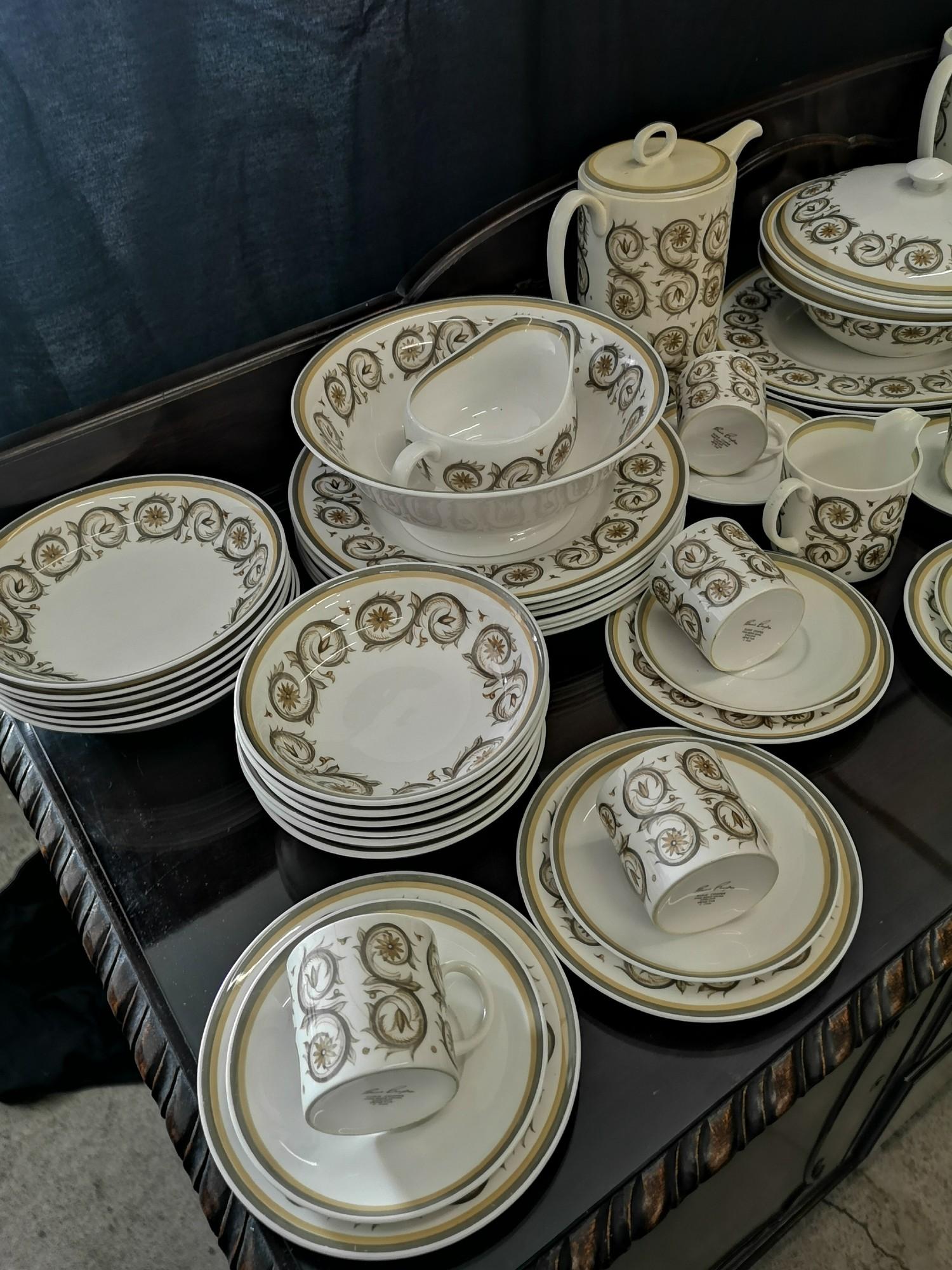 Large suzie Cooper retro venetia pattern tea & dinner service includes tureen tea pots etc. - Image 4 of 5