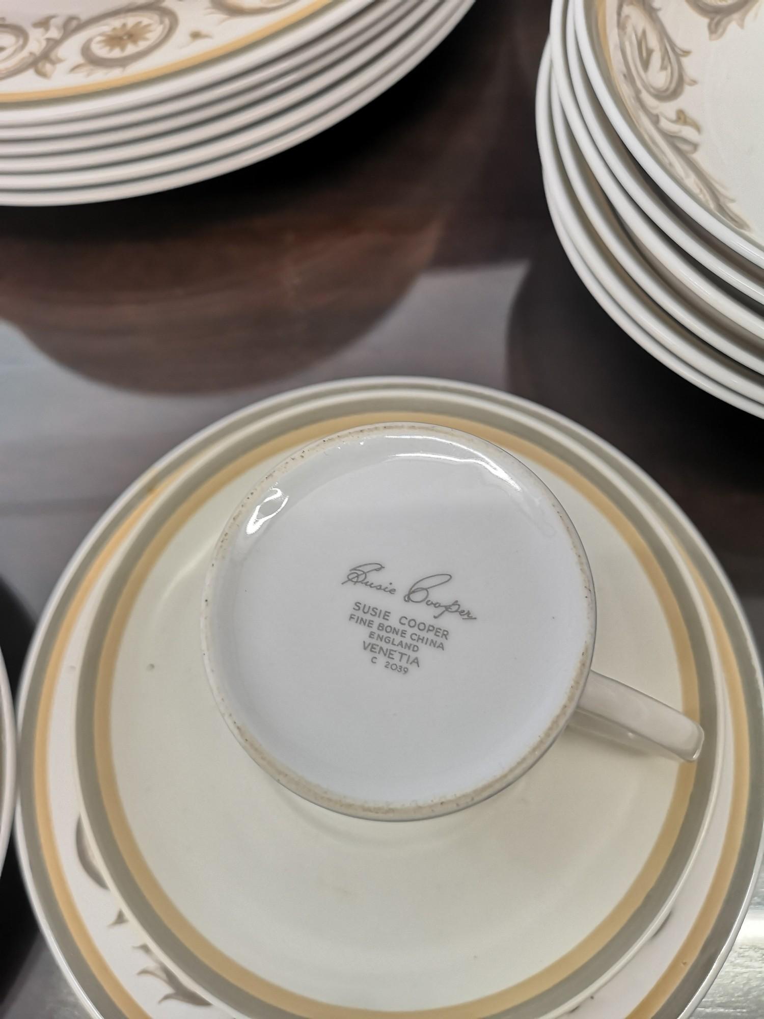 Large suzie Cooper retro venetia pattern tea & dinner service includes tureen tea pots etc. - Image 5 of 5