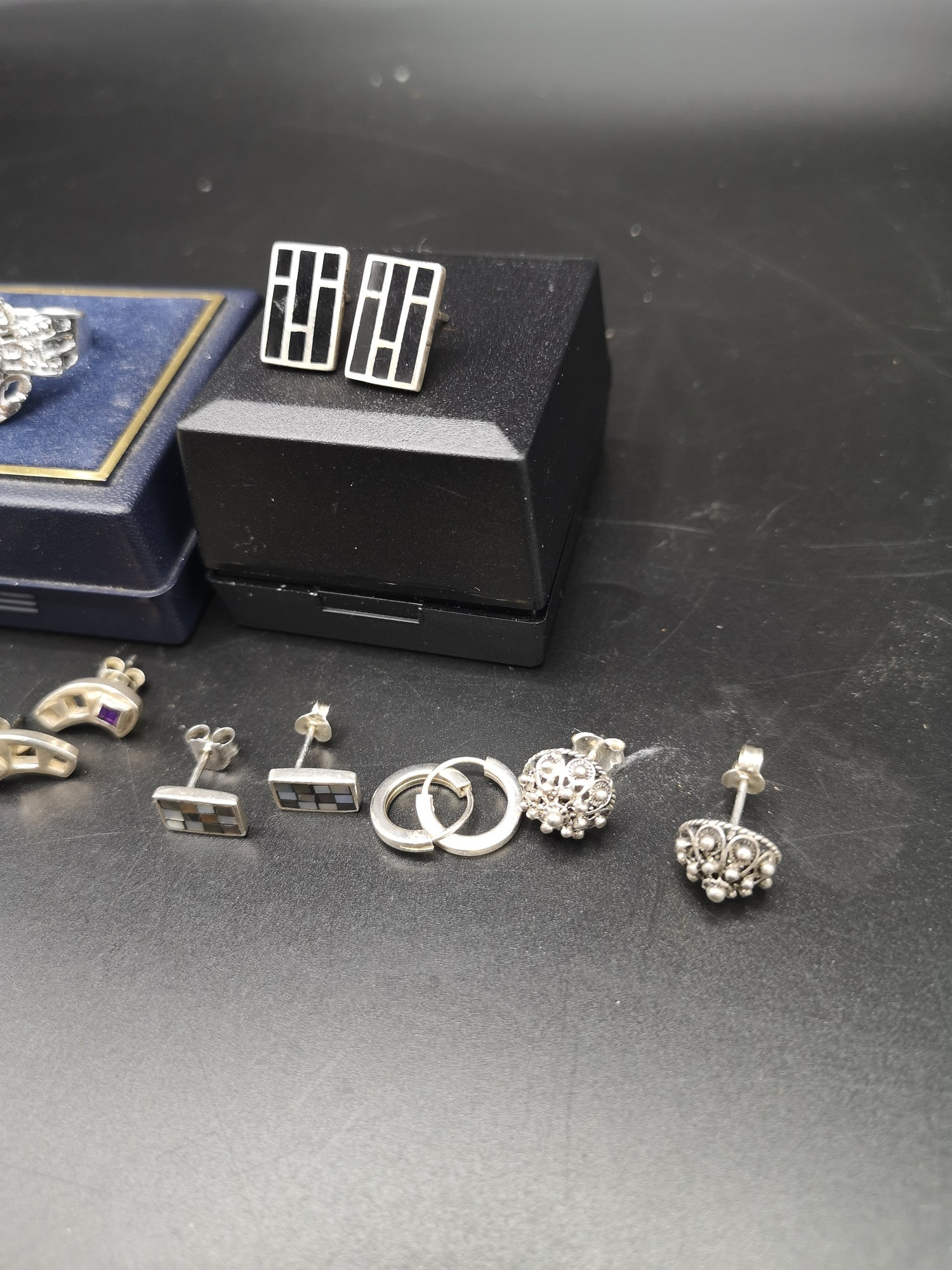 2 Silver ring together with 5 pairs of silver earrings. - Image 2 of 3