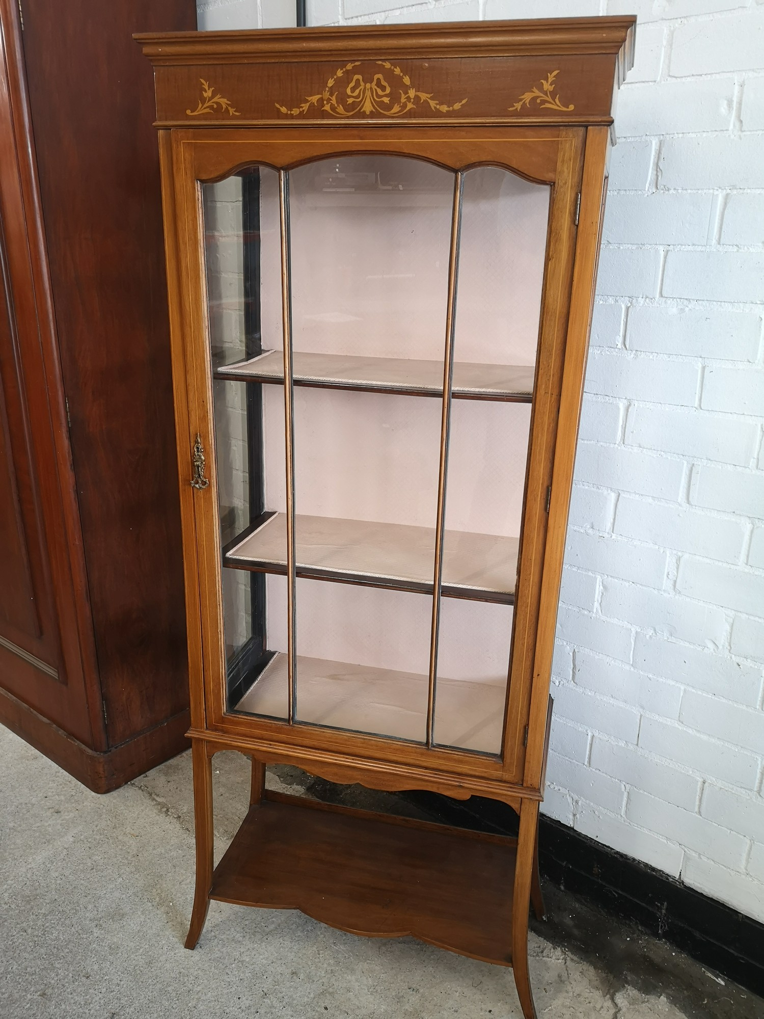 Beautiful Edwardian Inlaid 3 section display cabinet with inlays to top. - Image 2 of 4
