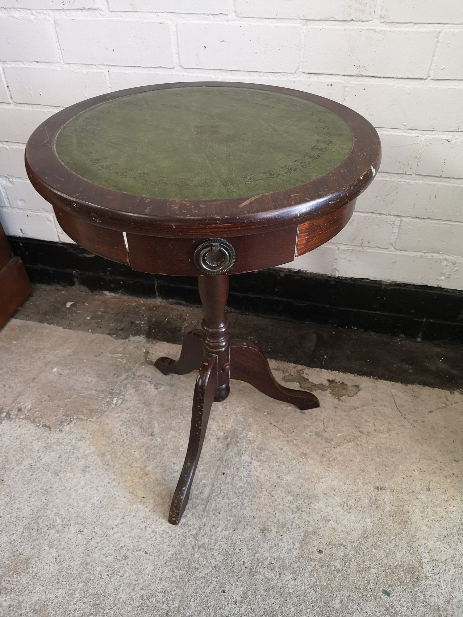 Vintage 1 drawer table with leather top.
