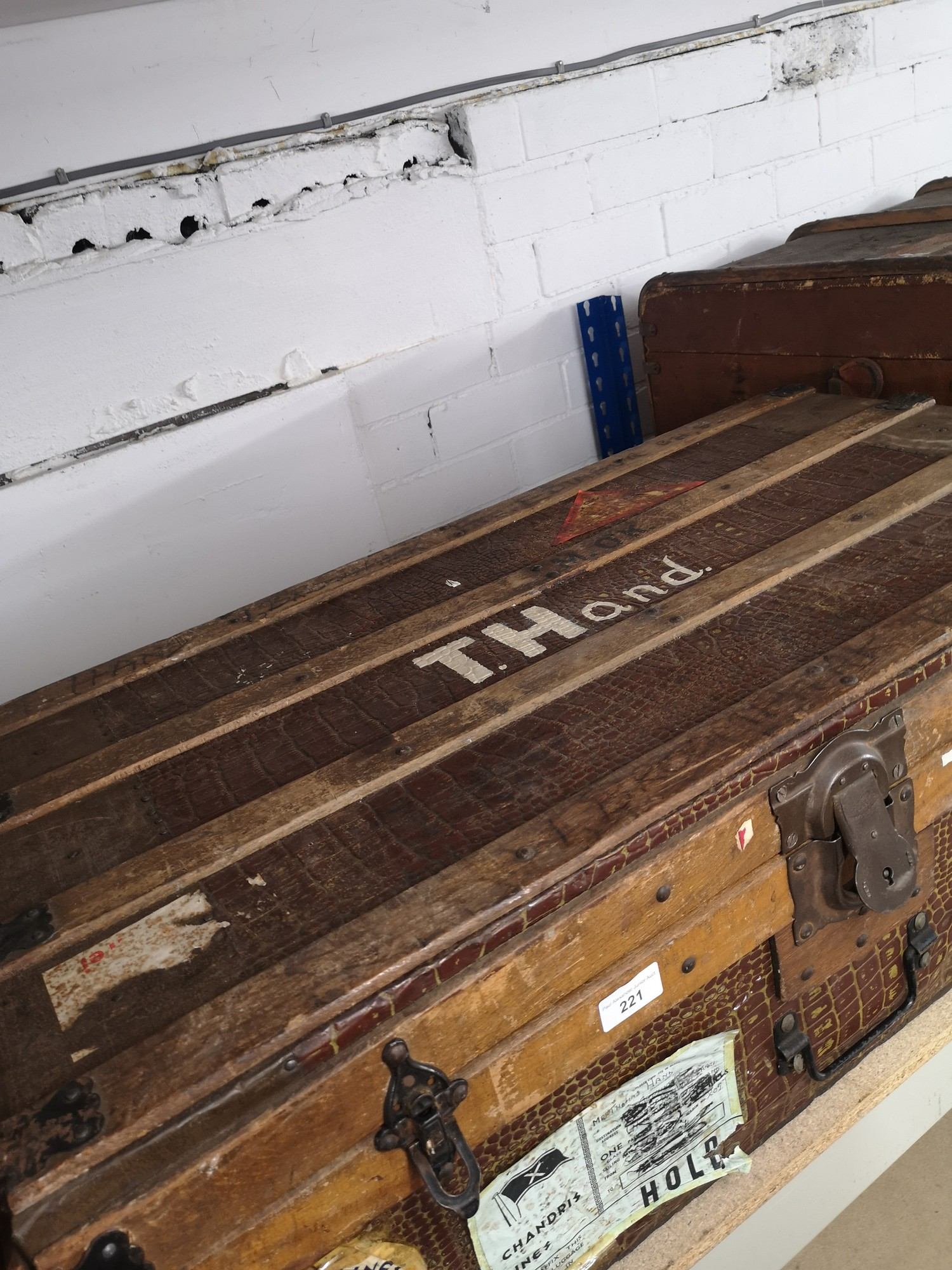 1900s wooden bound trunk with interior design - Image 3 of 4