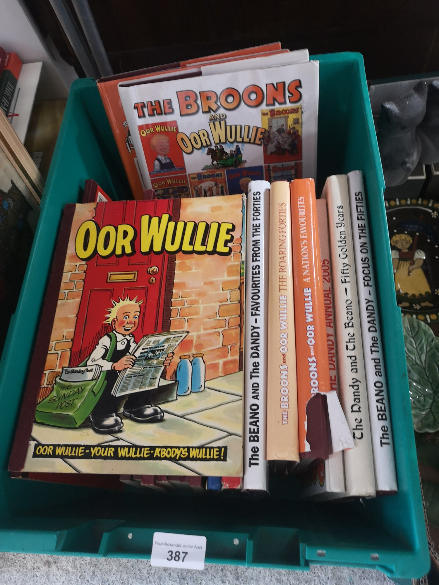 Box of orr wullie annual s and the broons etc.