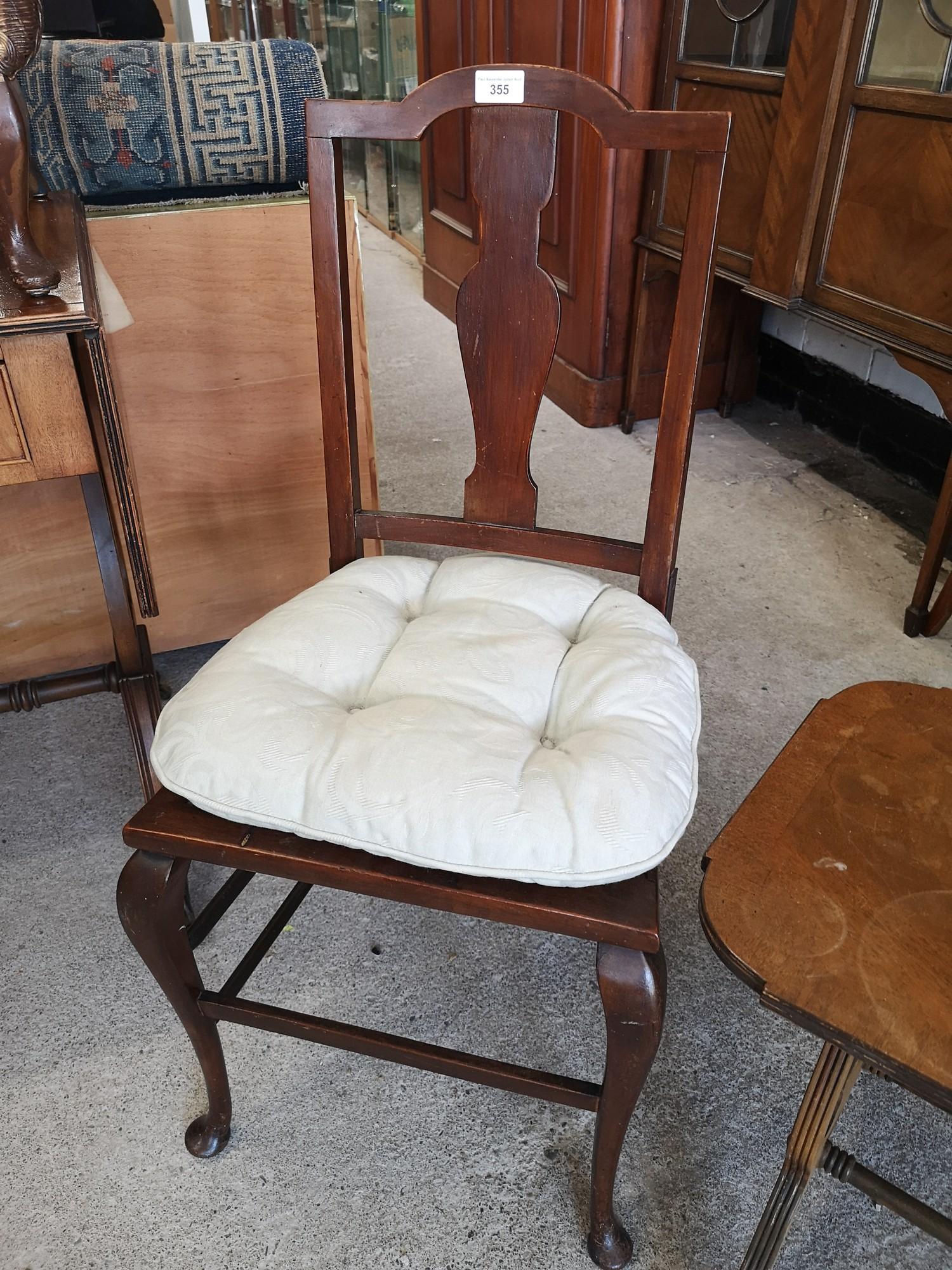 Vintage liar shaped end table with brass feet together with vintage chair. - Image 3 of 3