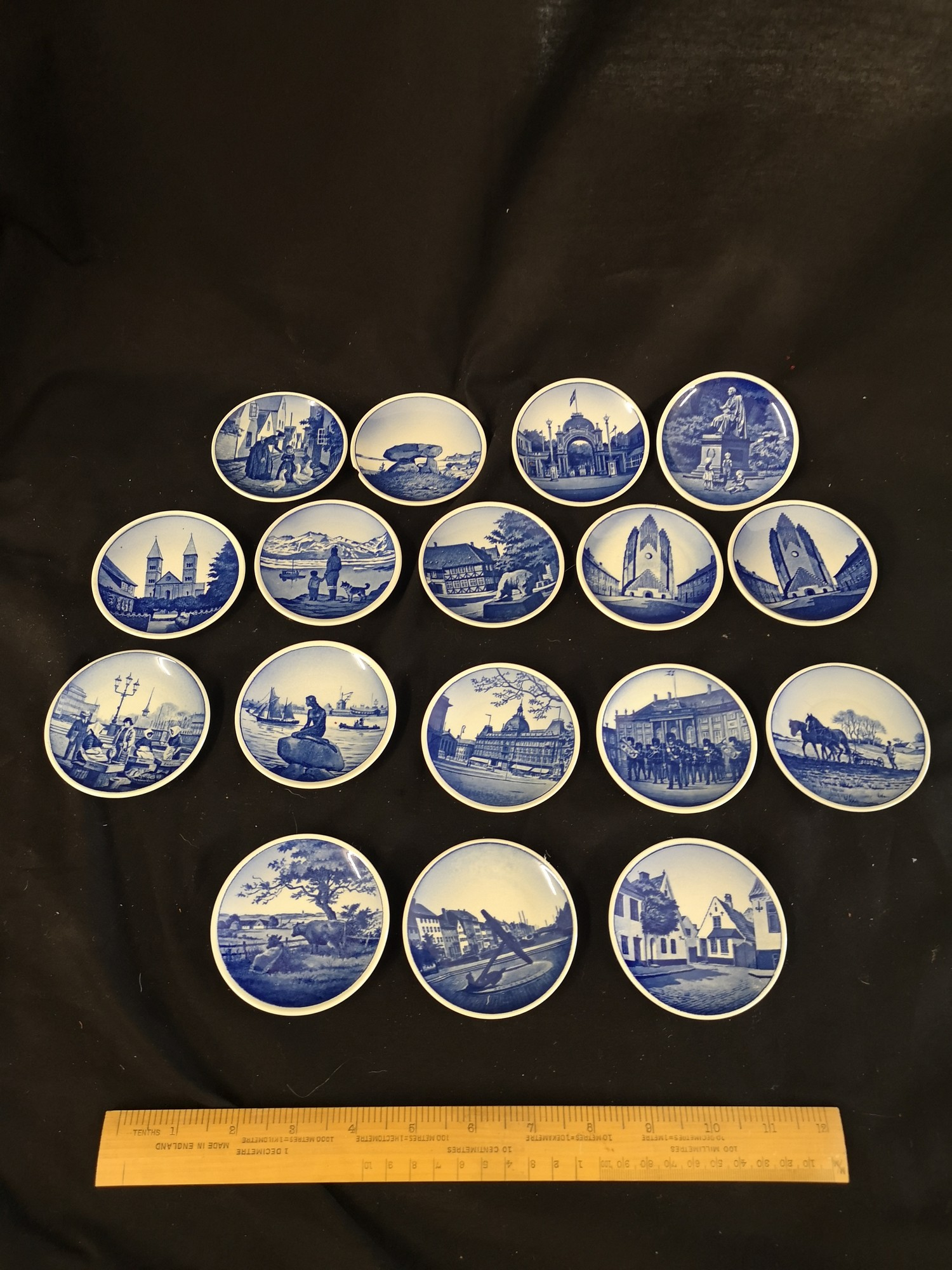 Collection of royal Copenhagen small mianiture plates. 1 af