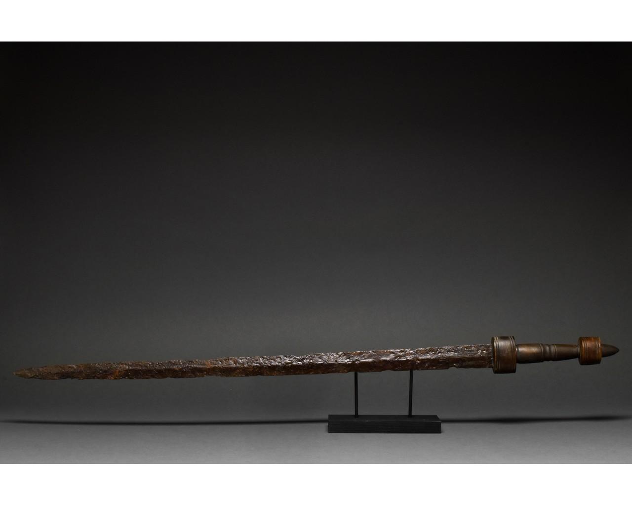 ROMAN IRON SPATHA SWORD - Image 3 of 8