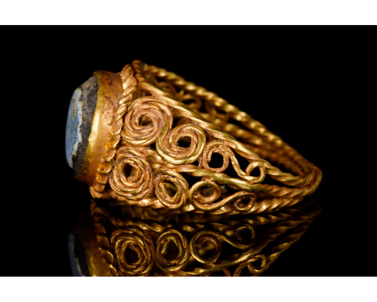 LATE ROMAN GOLD AND GLASS RING - EX CHRISTIES - FULL ANALYSIS - Image 3 of 8