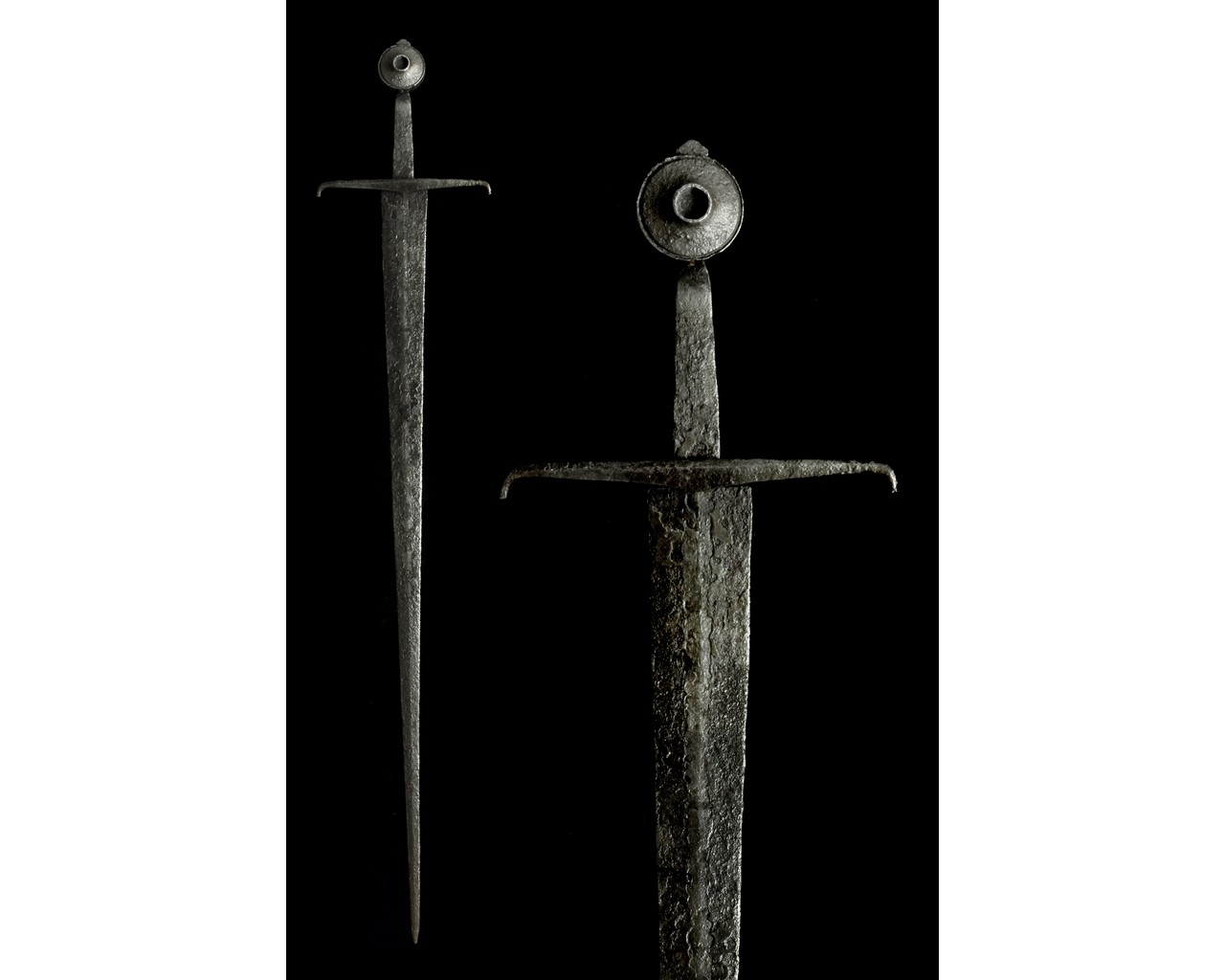 MEDIEVAL IRON SWORD WITH HANDLE