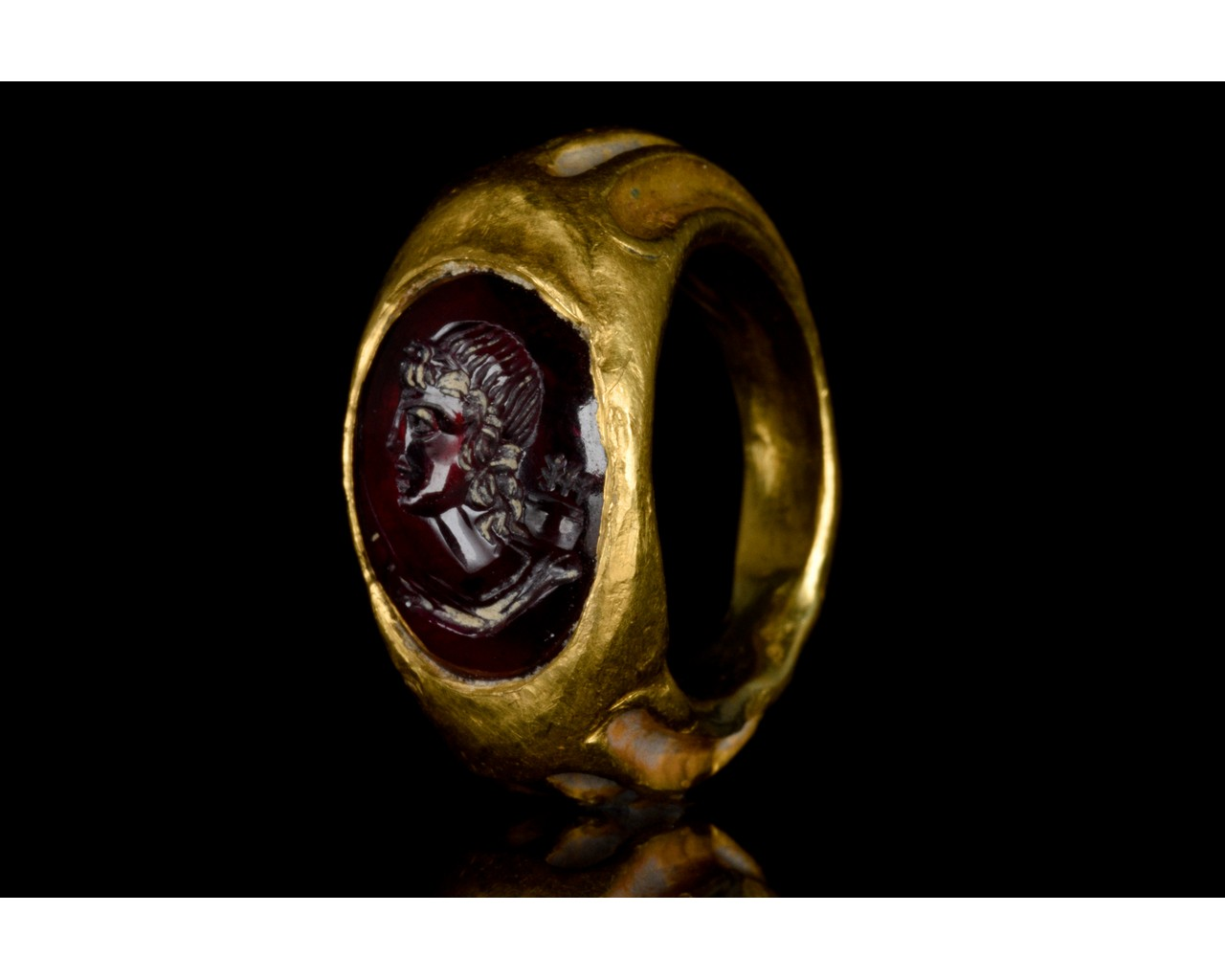 ROMAN GOLD AND GARNET INTAGLIO RING WITH DIANA - FULL REPORT