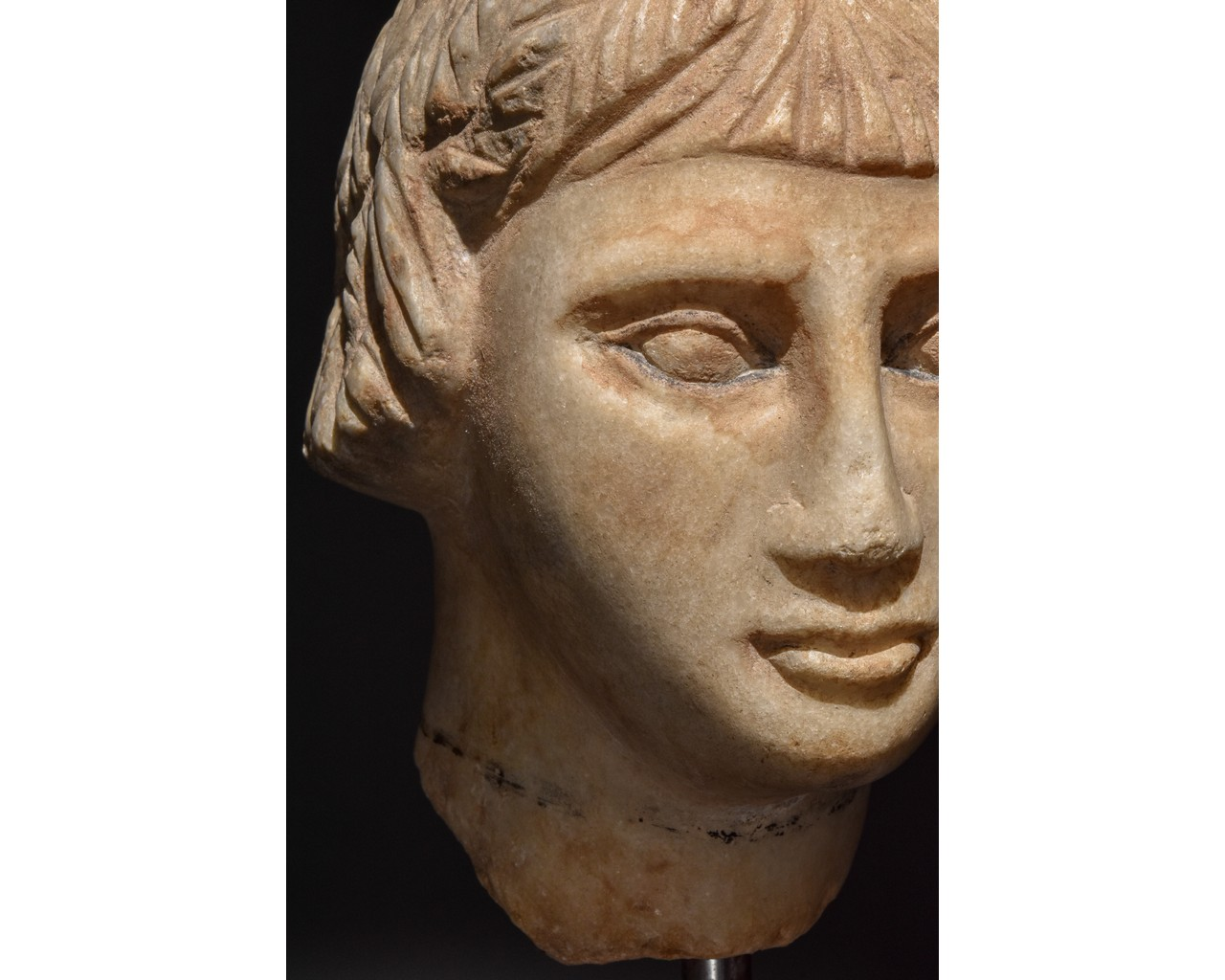 EGYPTIAN MARBLE HEAD OF A WOMAN - Image 6 of 10