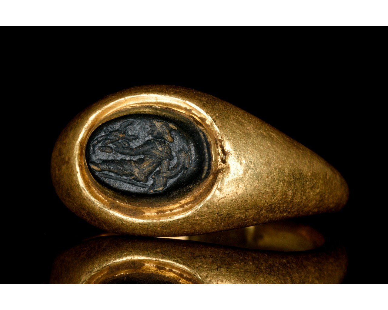 ROMAN GOLD INTAGLIO RING WITH RIVER GOD