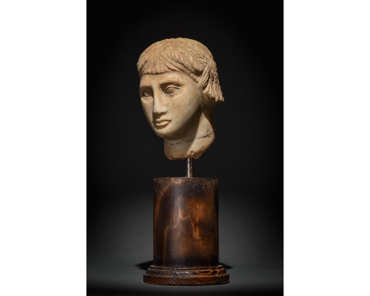 EGYPTIAN MARBLE HEAD OF A WOMAN - Image 2 of 10
