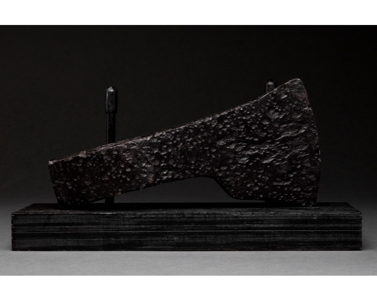 MEDIEVAL BATTLE IRON AXE HEAD WITH INLAID GOLD CROSS - Image 2 of 8