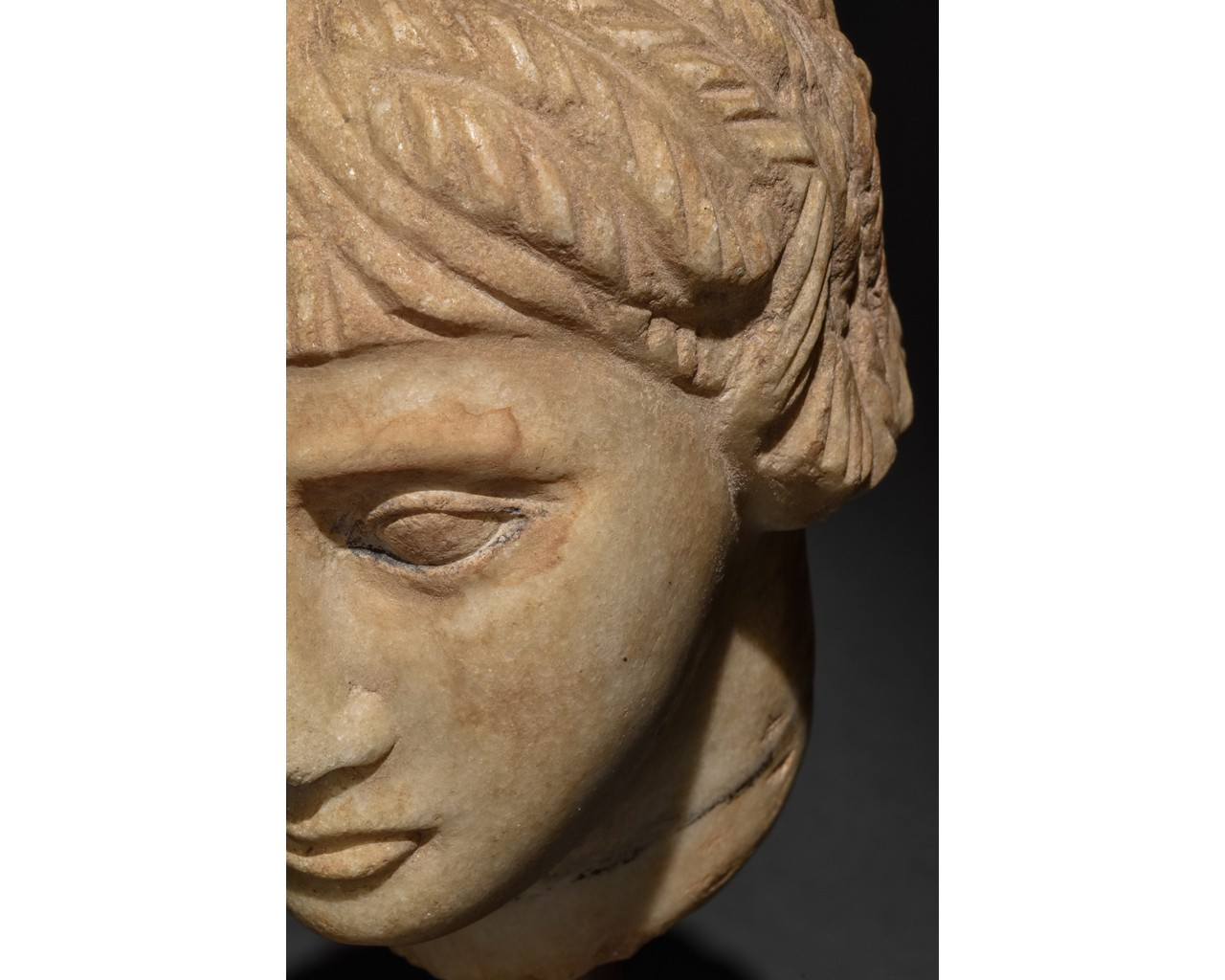 EGYPTIAN MARBLE HEAD OF A WOMAN - Image 7 of 10