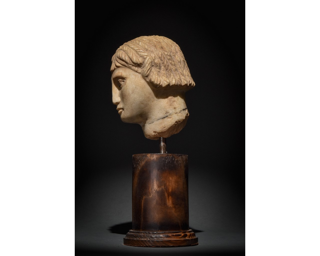 EGYPTIAN MARBLE HEAD OF A WOMAN - Image 3 of 10