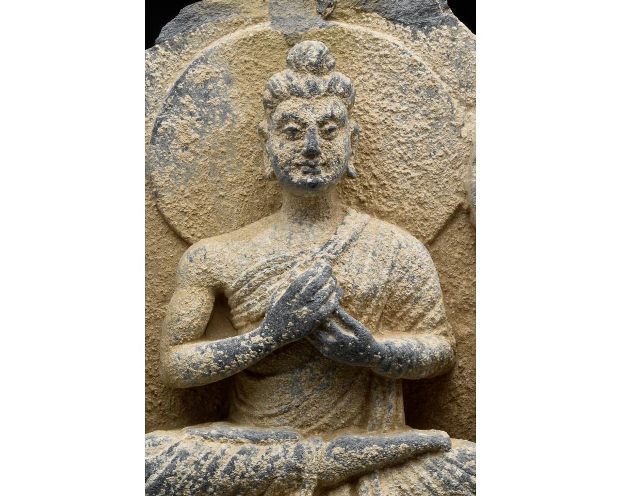GANDHARA SCHIST STONE PANEL WITH THREE BUDDHAS - Image 4 of 6