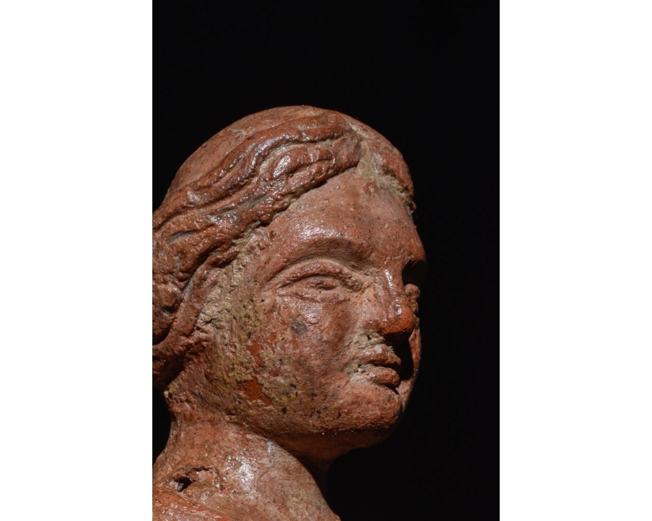 STANDING FEMALE ROMAN TERRACOTTA FIGURE - Image 7 of 9