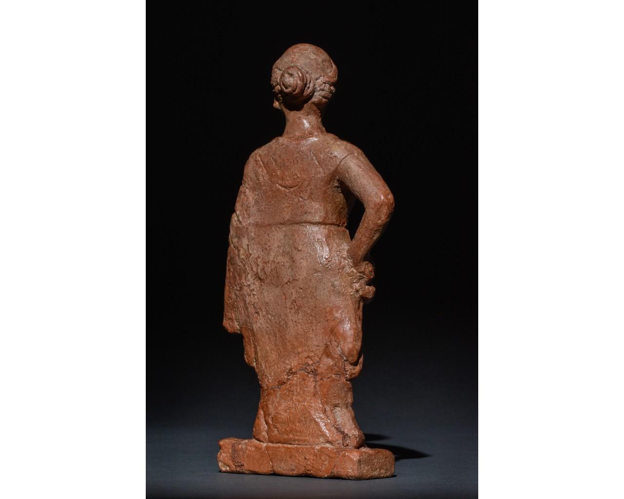 STANDING FEMALE ROMAN TERRACOTTA FIGURE - Image 4 of 9